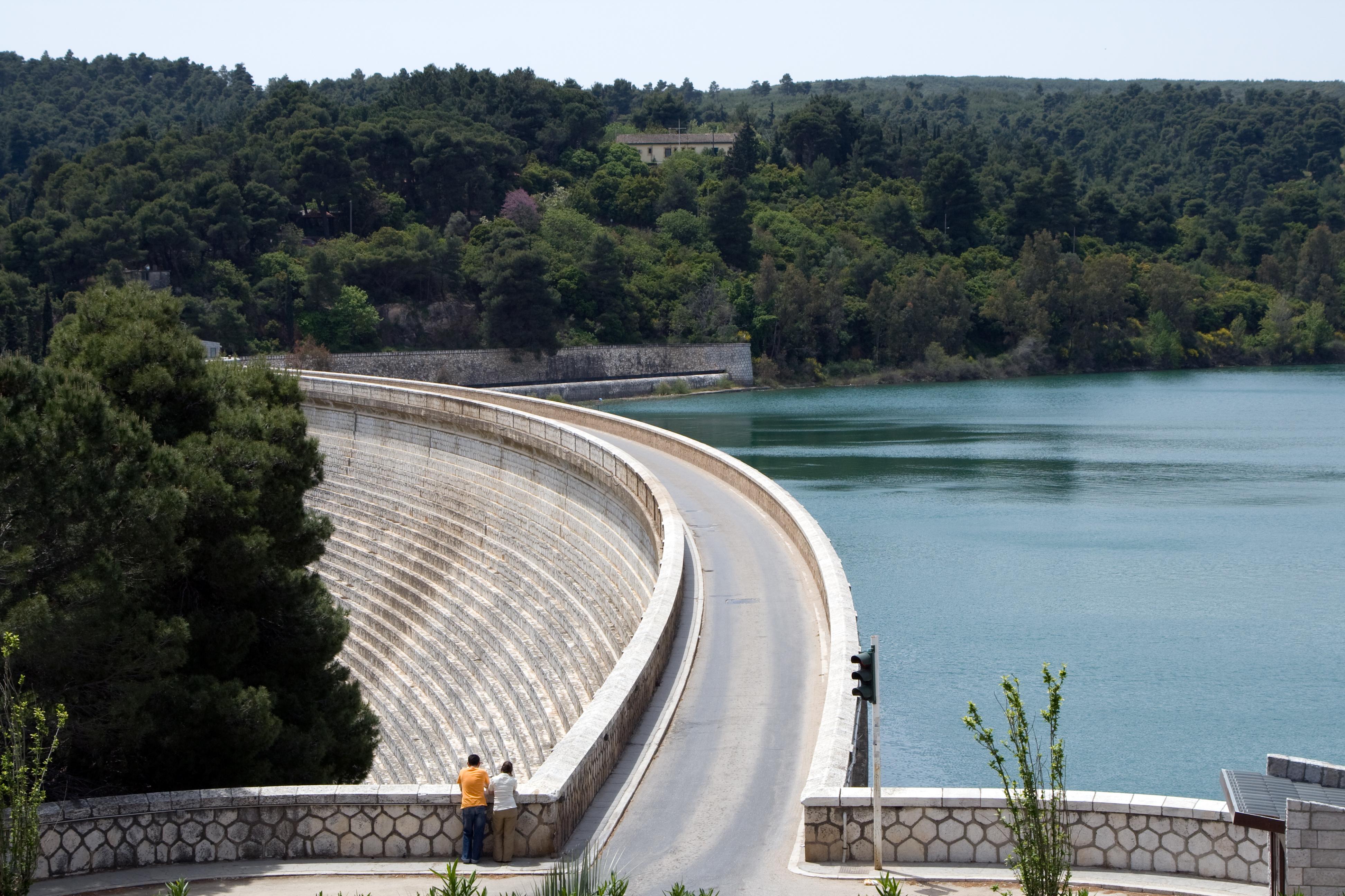 File:Lake Marathon Dam, Greece.jpg - Wikipedia