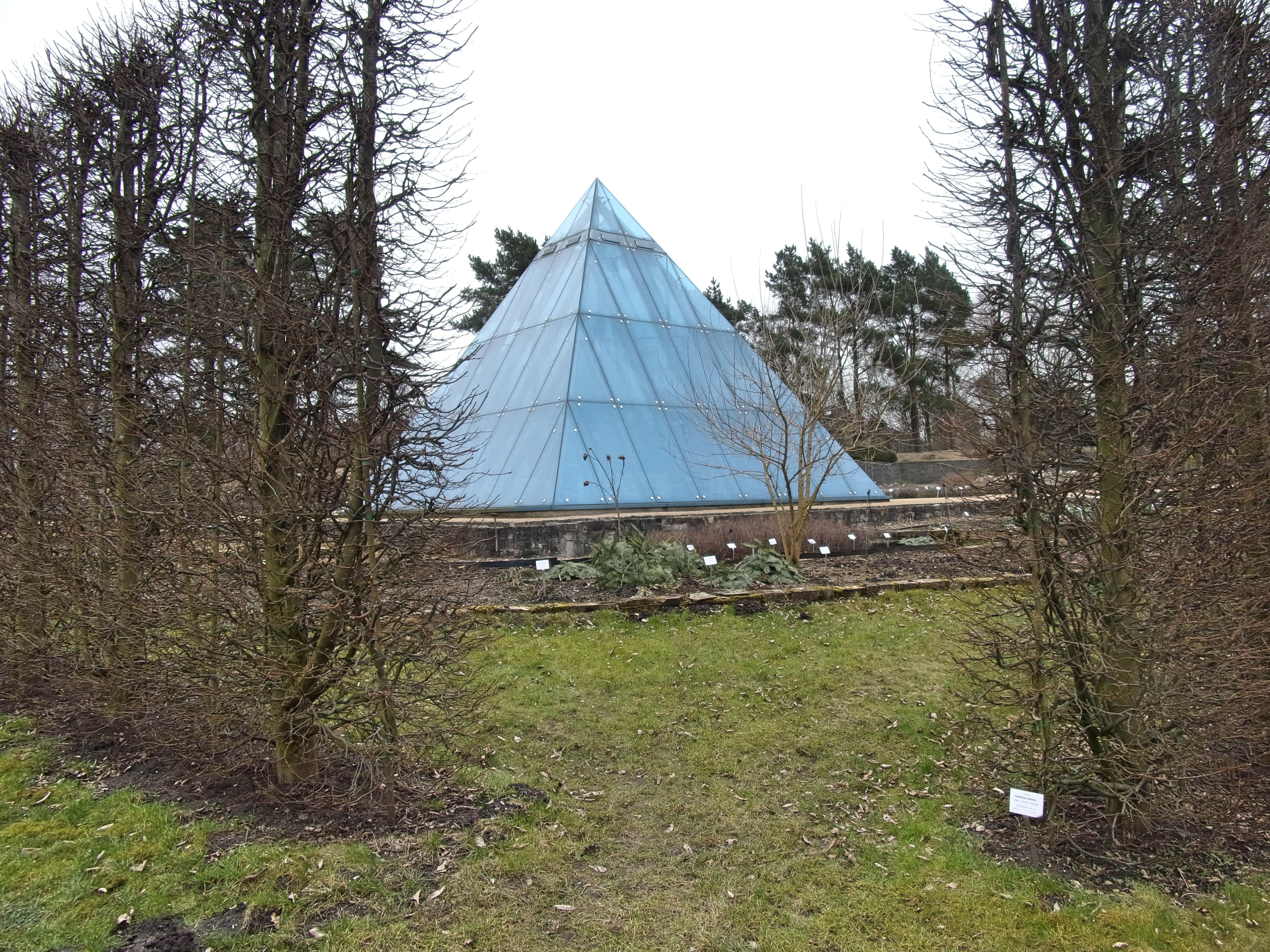 Fileloki Schmidt Garten Hh Pyramiden Wüstengartenjpg Wikimedia