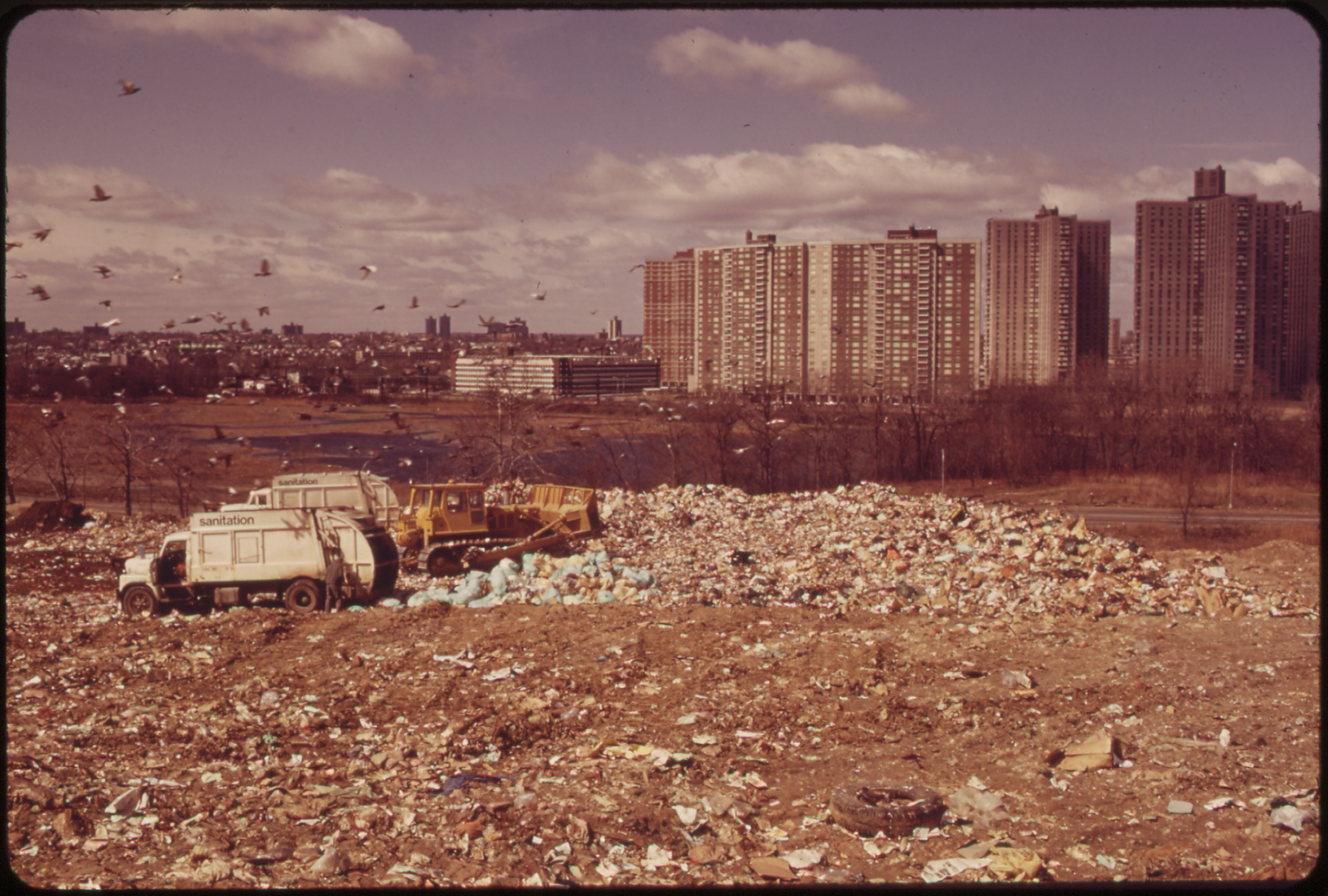 File Municipal Dump In The Bronx Reaches Almost To The Doorstep Of Quot Co Op City Quot Housing