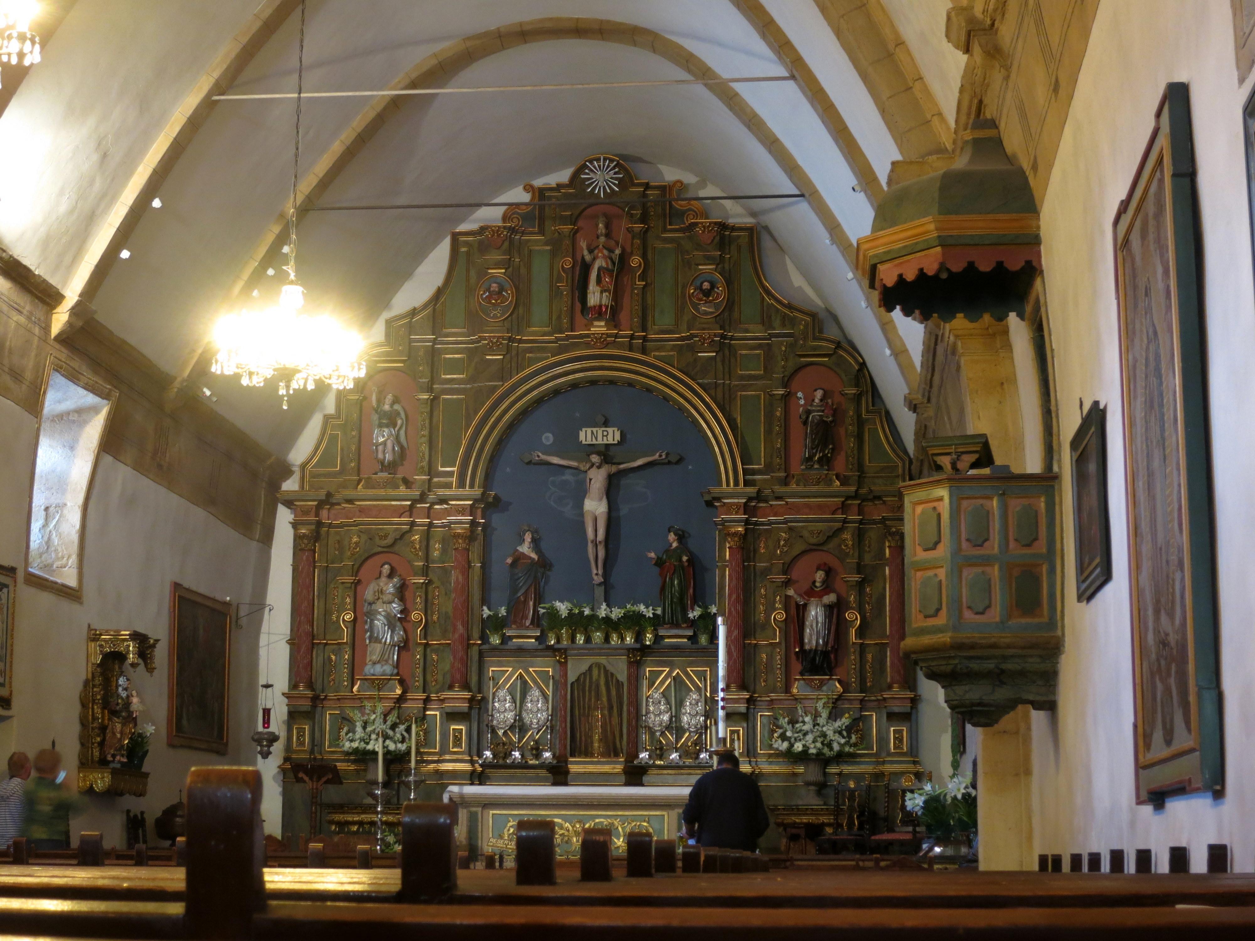 File:Mission San Carlos Borromeo de Carmelo (Carmel, CA) - basilica interior,  nave.jpg - Wikimedia Commons