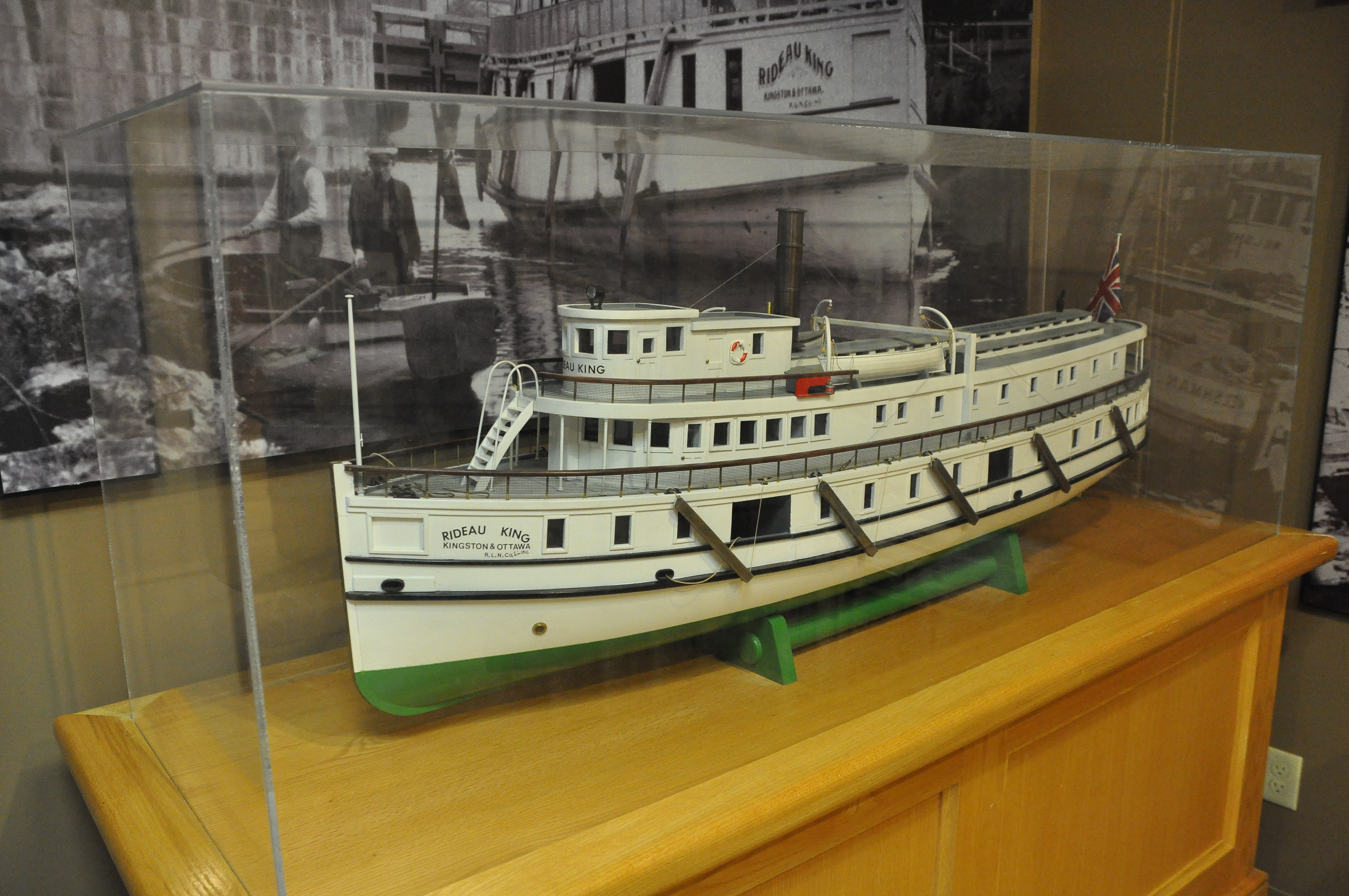 File:Model of the Rideau King ferry boat (26833596546).jpg ...