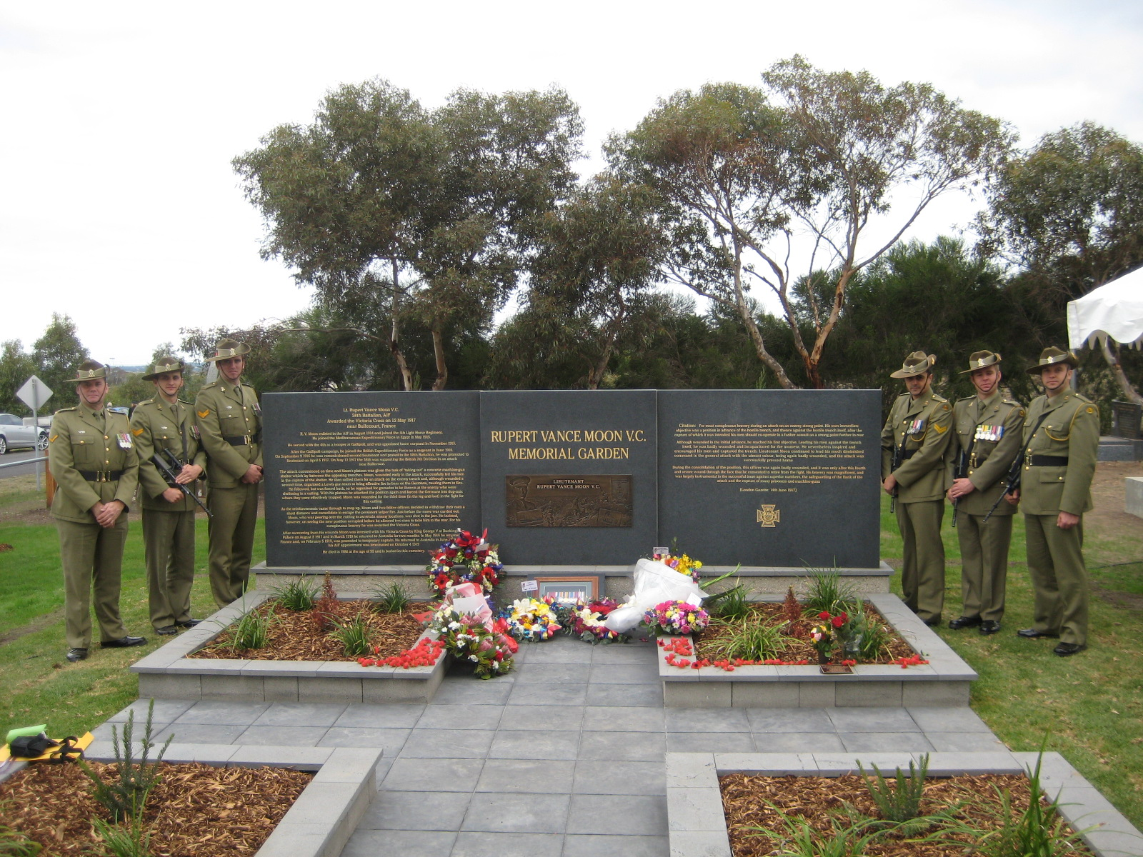 FileMoon VC Memorial GardenJPG Wikimedia Commons