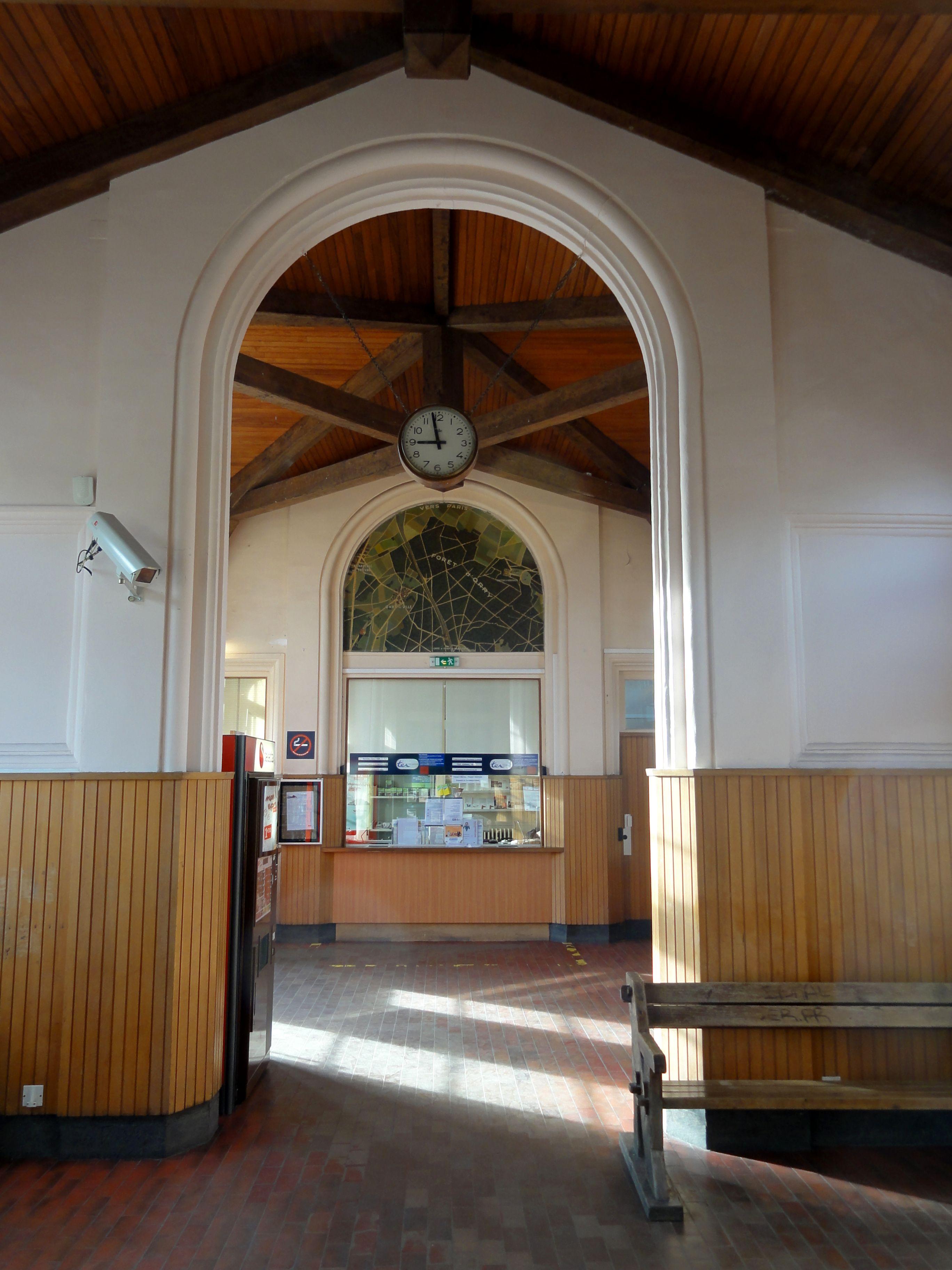 file orry la ville 60 gare d orry la ville coye salle d attente 2 jpg wikimedia commons