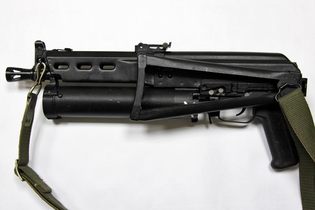 Armas CA versão Real PP-19_Bizon_left_view