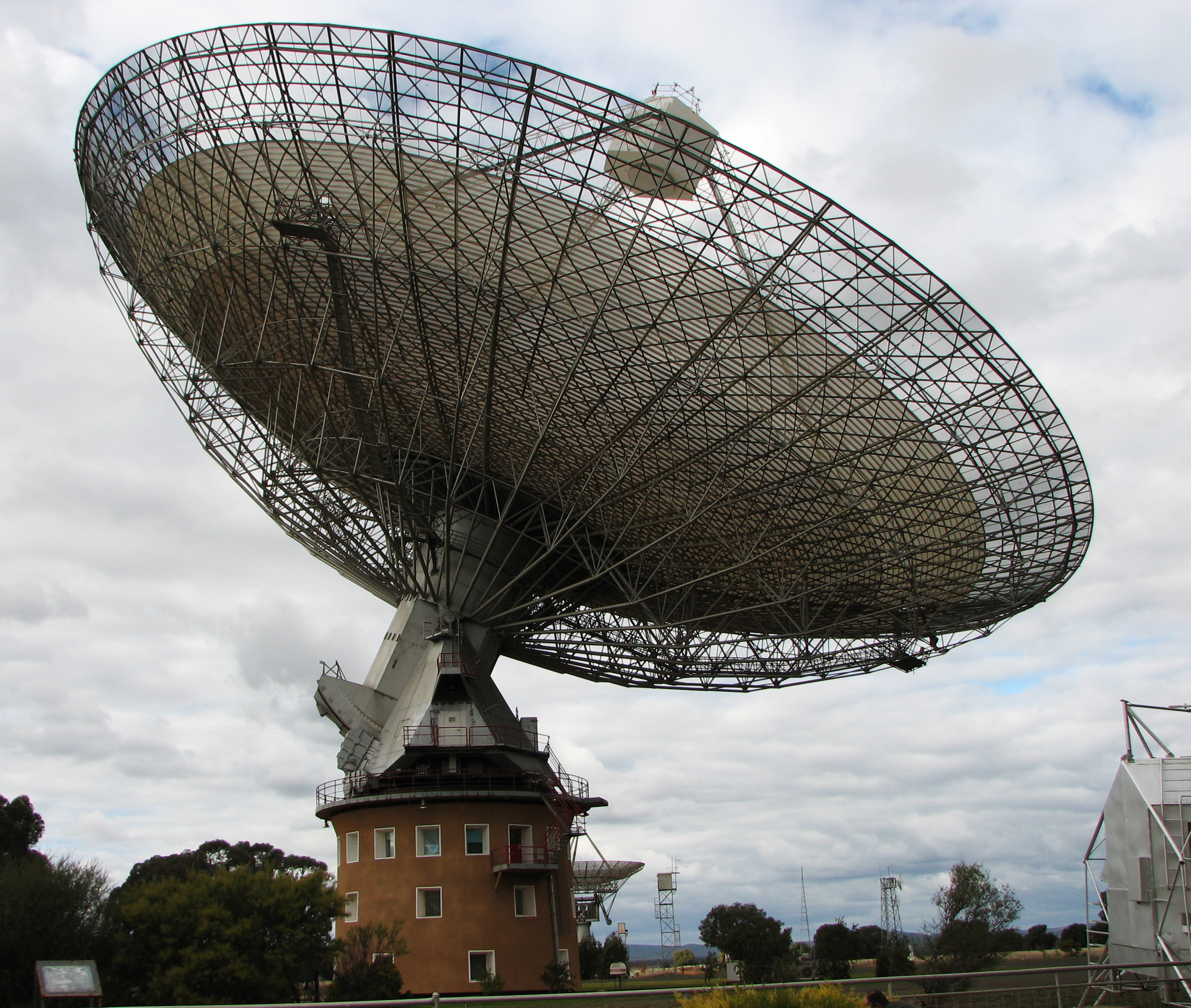 Parkes Radio Telescope Astronomers discover unexplained deep space explosions