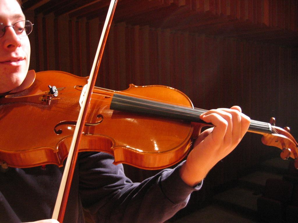 Playing_viola.jpg