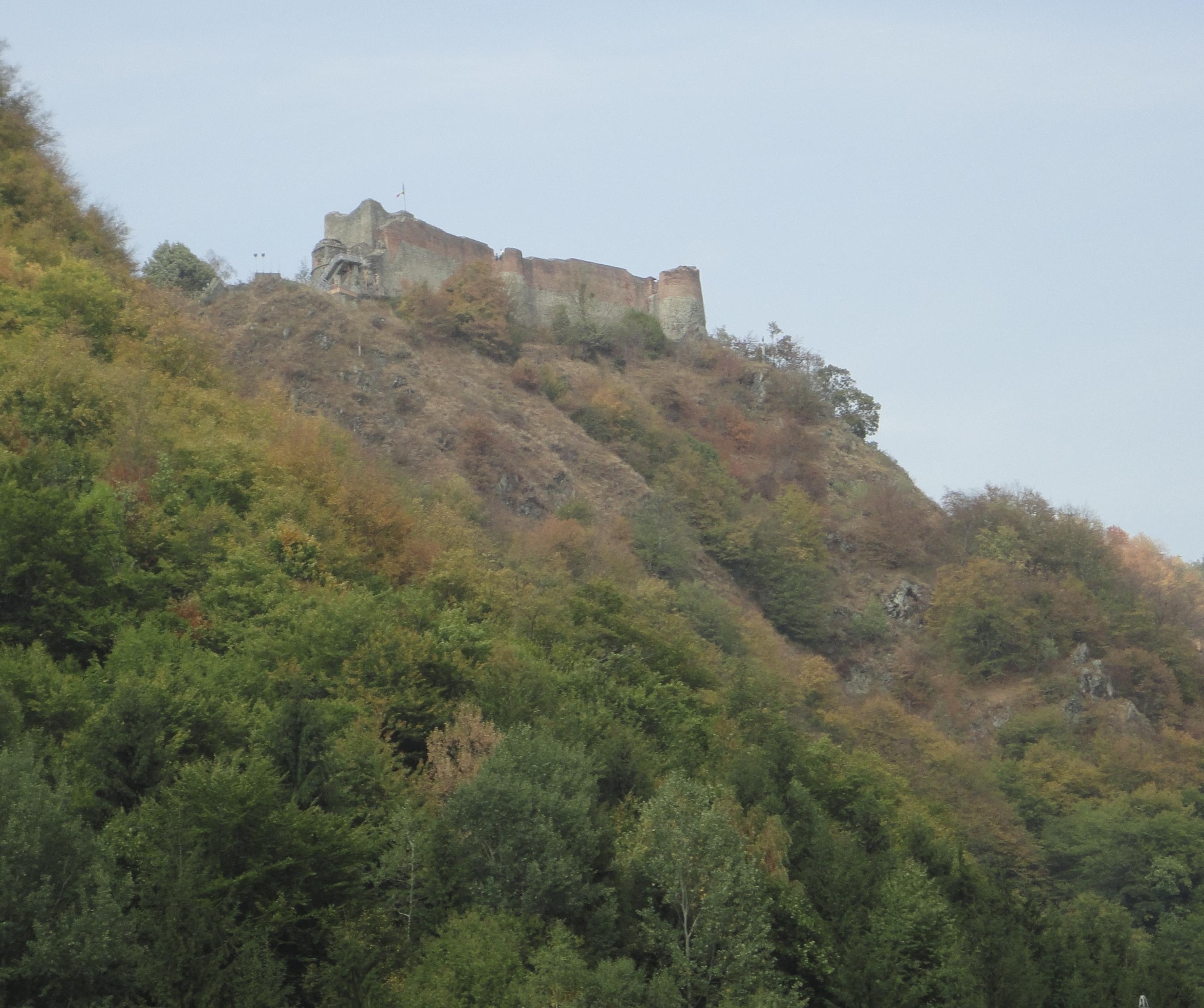 File:Poenari castle.jpg - Wikimedia Commons
