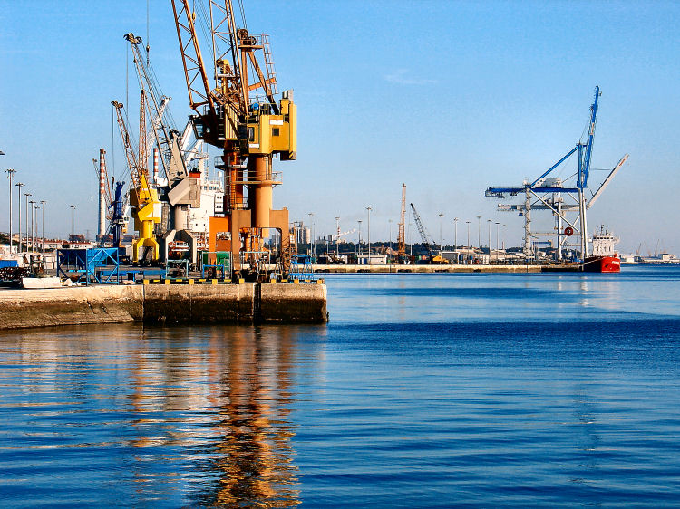 File:Porto de Setúbal.jpg