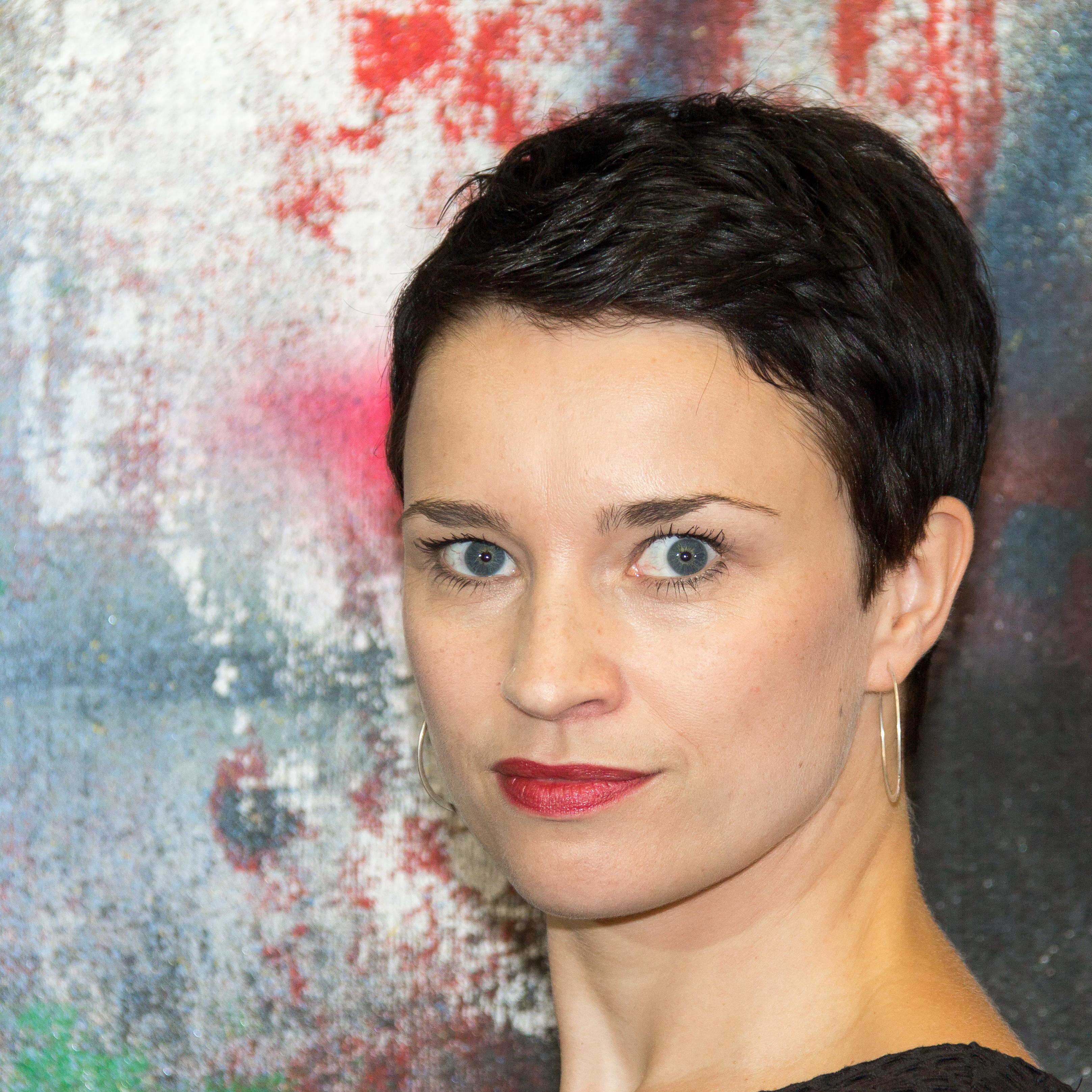 Bette nackt daniela Category:Cosima Viola