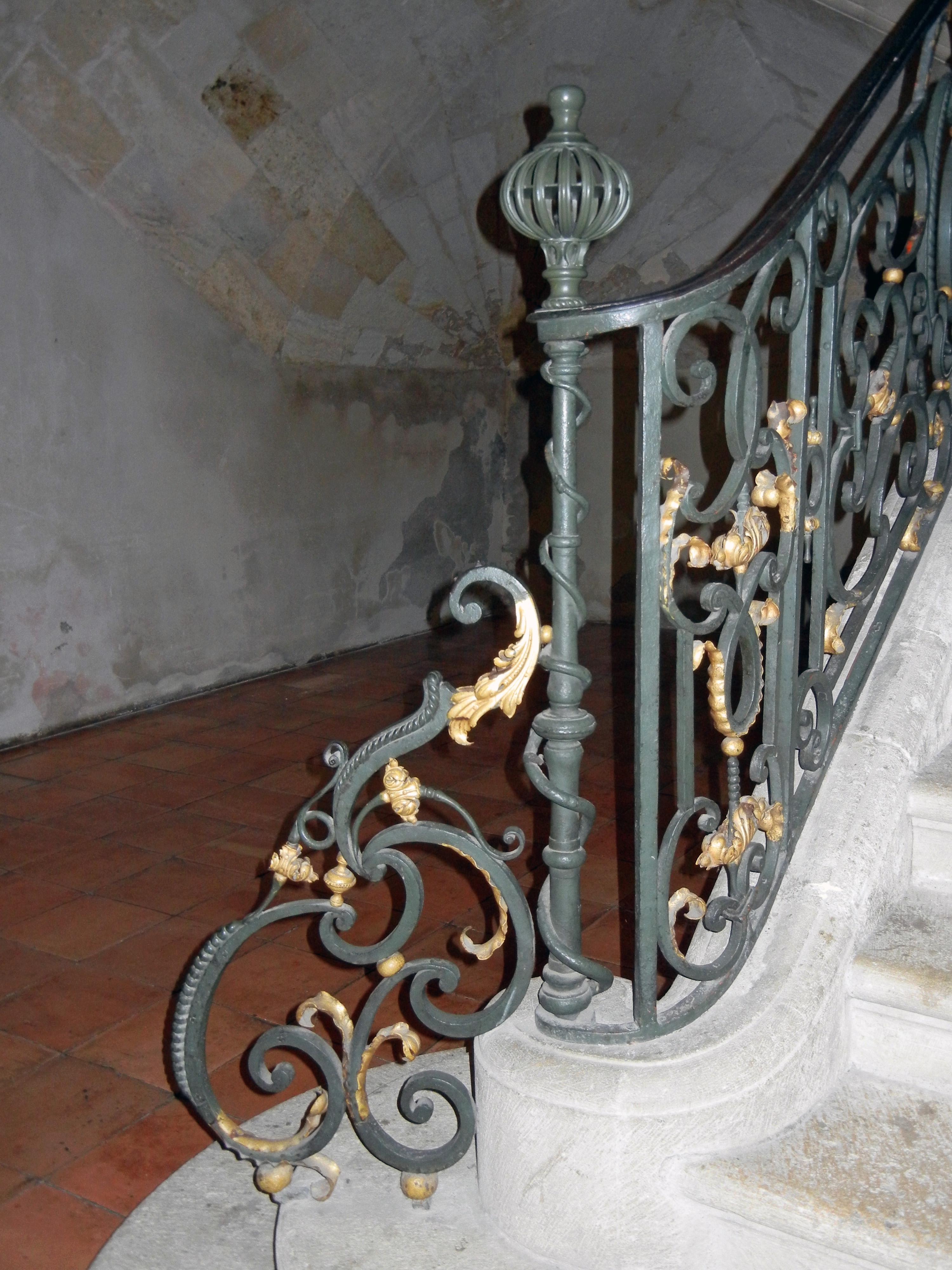 file rampe d 39 un escalier int rieur mairie de la r wikimedia commons. Black Bedroom Furniture Sets. Home Design Ideas