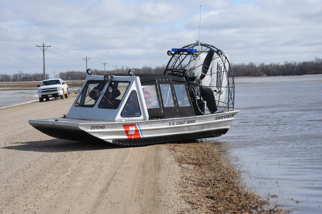 File:Red River flood 2010 and a USCG airboat.jpg ...