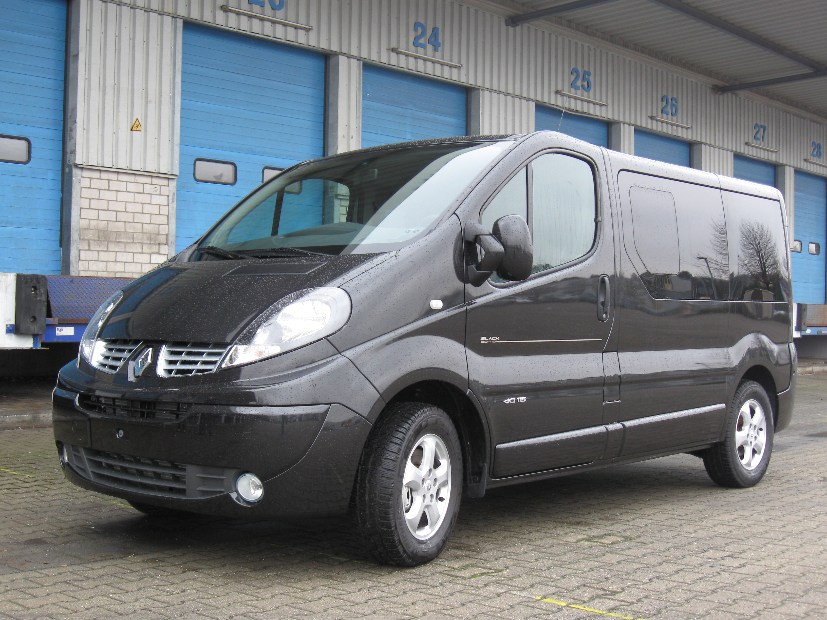 datei renault trafic passenger black edition 2011 jpg wikipedia. Black Bedroom Furniture Sets. Home Design Ideas