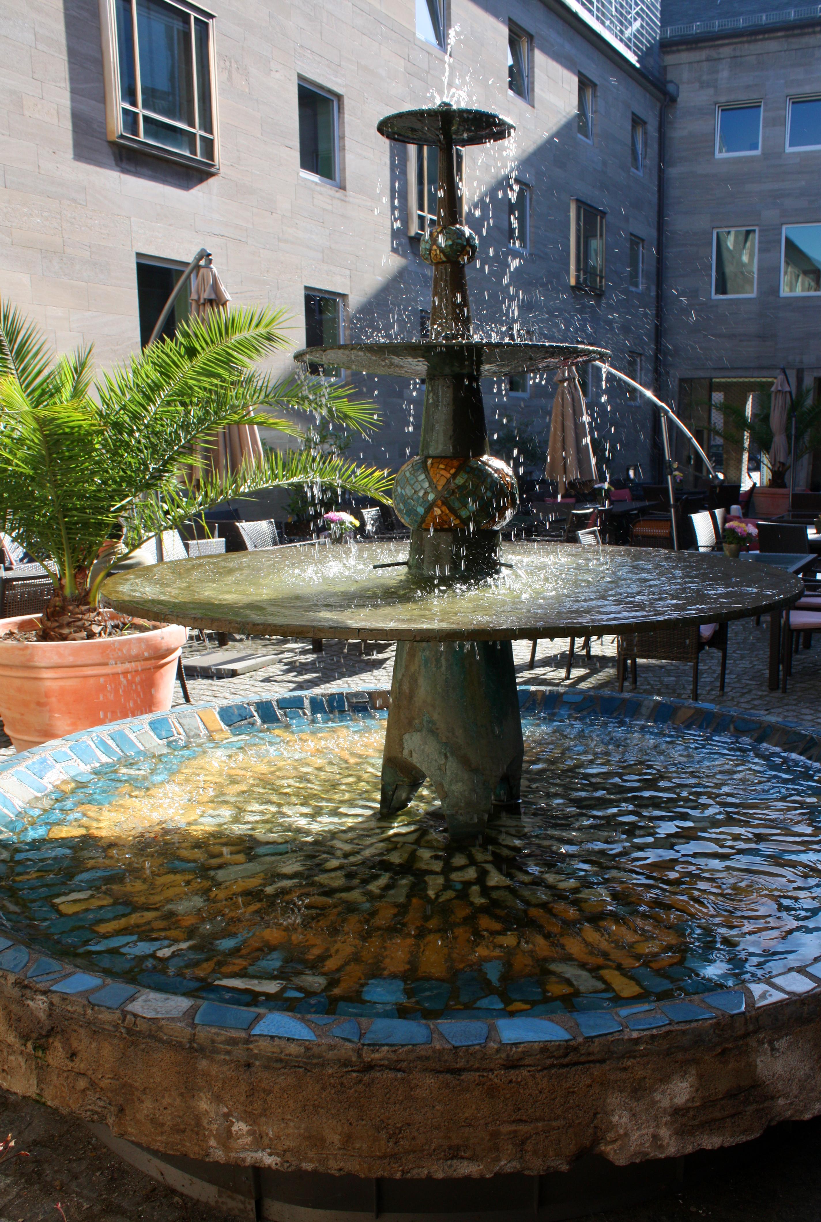 Spanischer Innenhof datei schalenbrunnen innenhof spanischer bau köln jpg