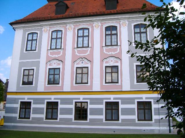 File:Schloss Leitheim 2.jpg