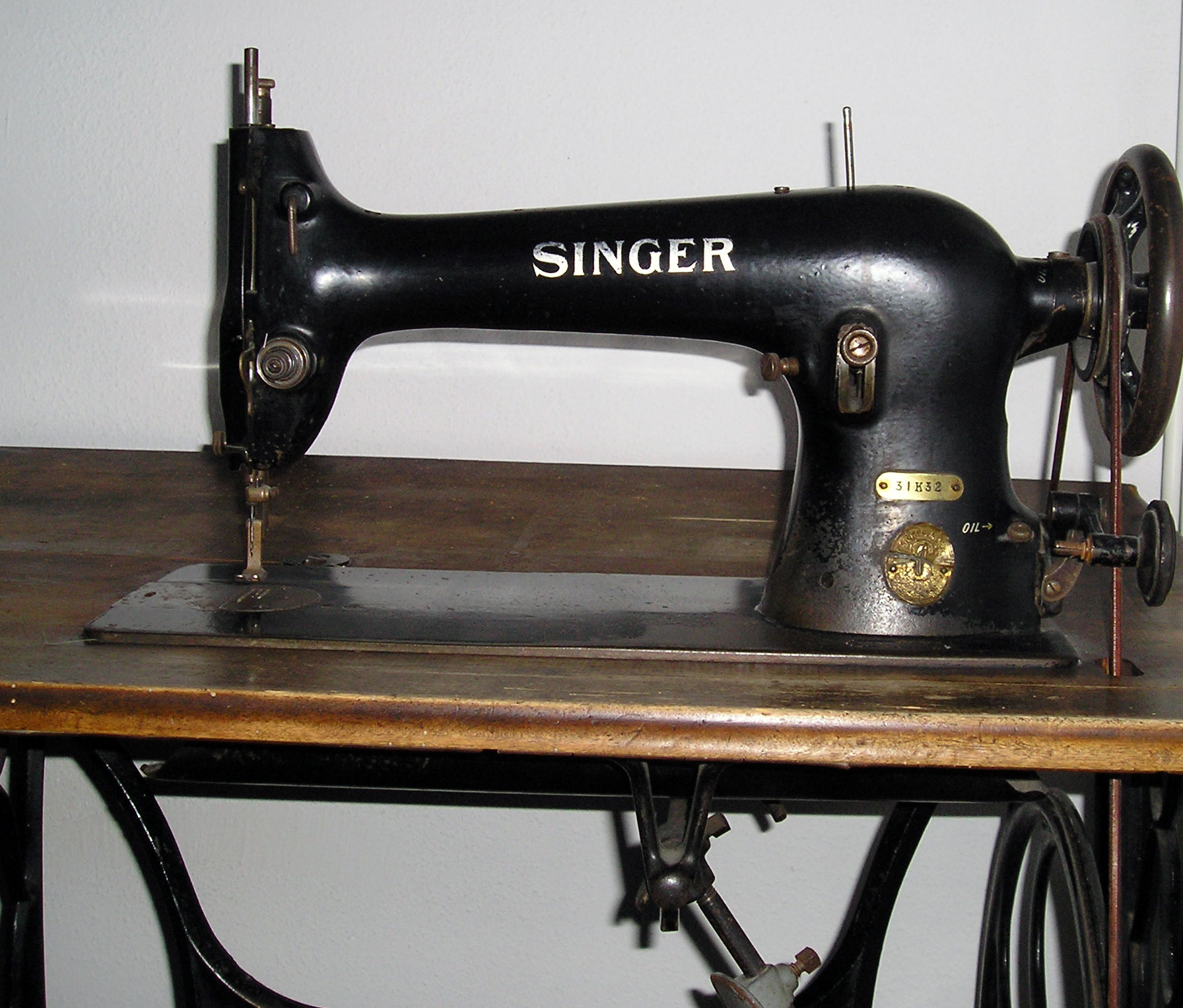 file singer sewing machine wikimedia commons. Black Bedroom Furniture Sets. Home Design Ideas