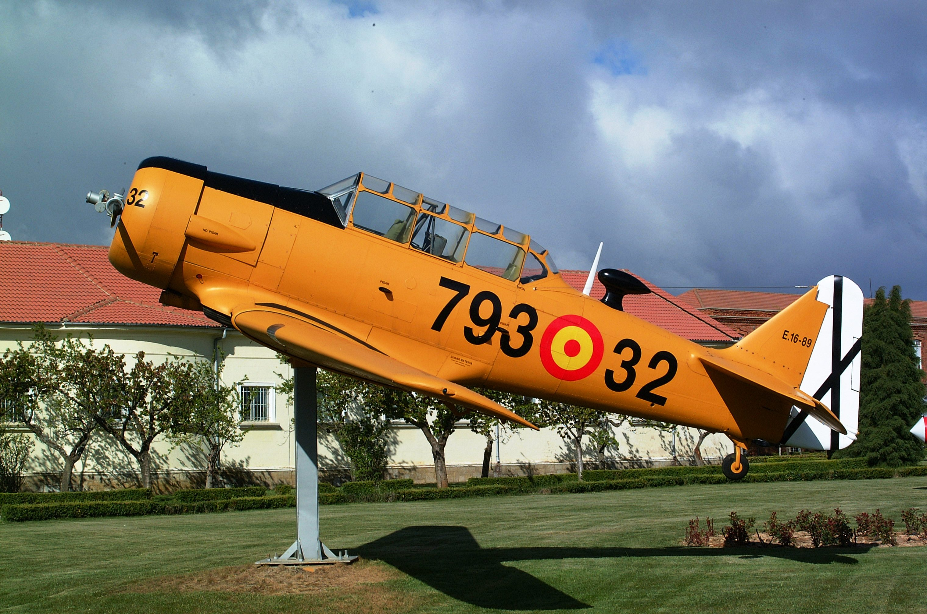 File:Spanish Air Force León NCOs academy E.16-89 793-32