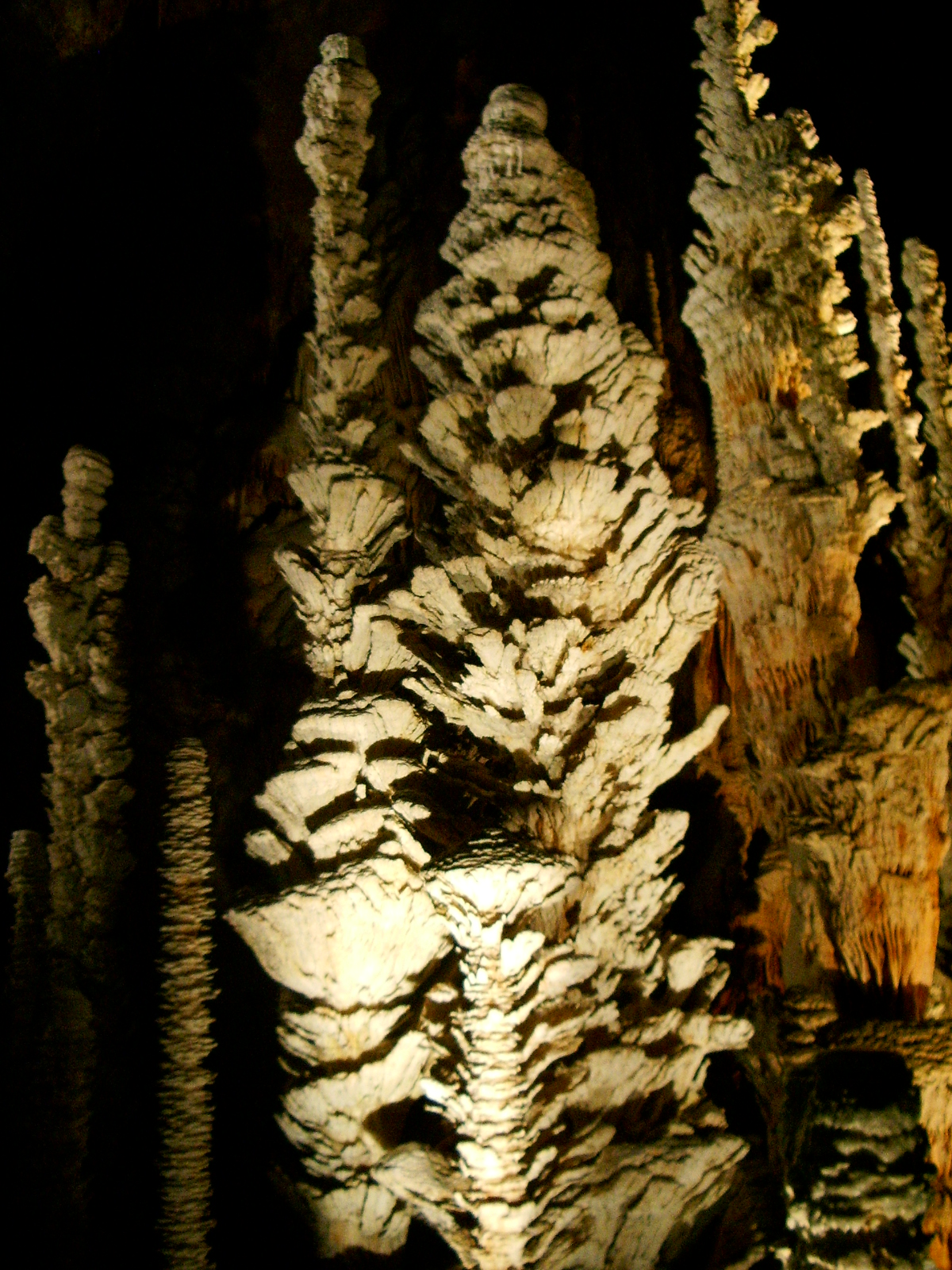 Photograph of Stalagmite assiettes.