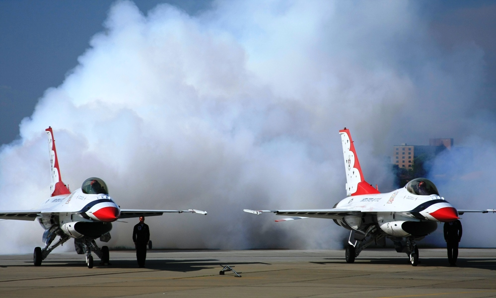 File:T-birds - Smoke-on 3705w.jpg - Wikimedia Commons