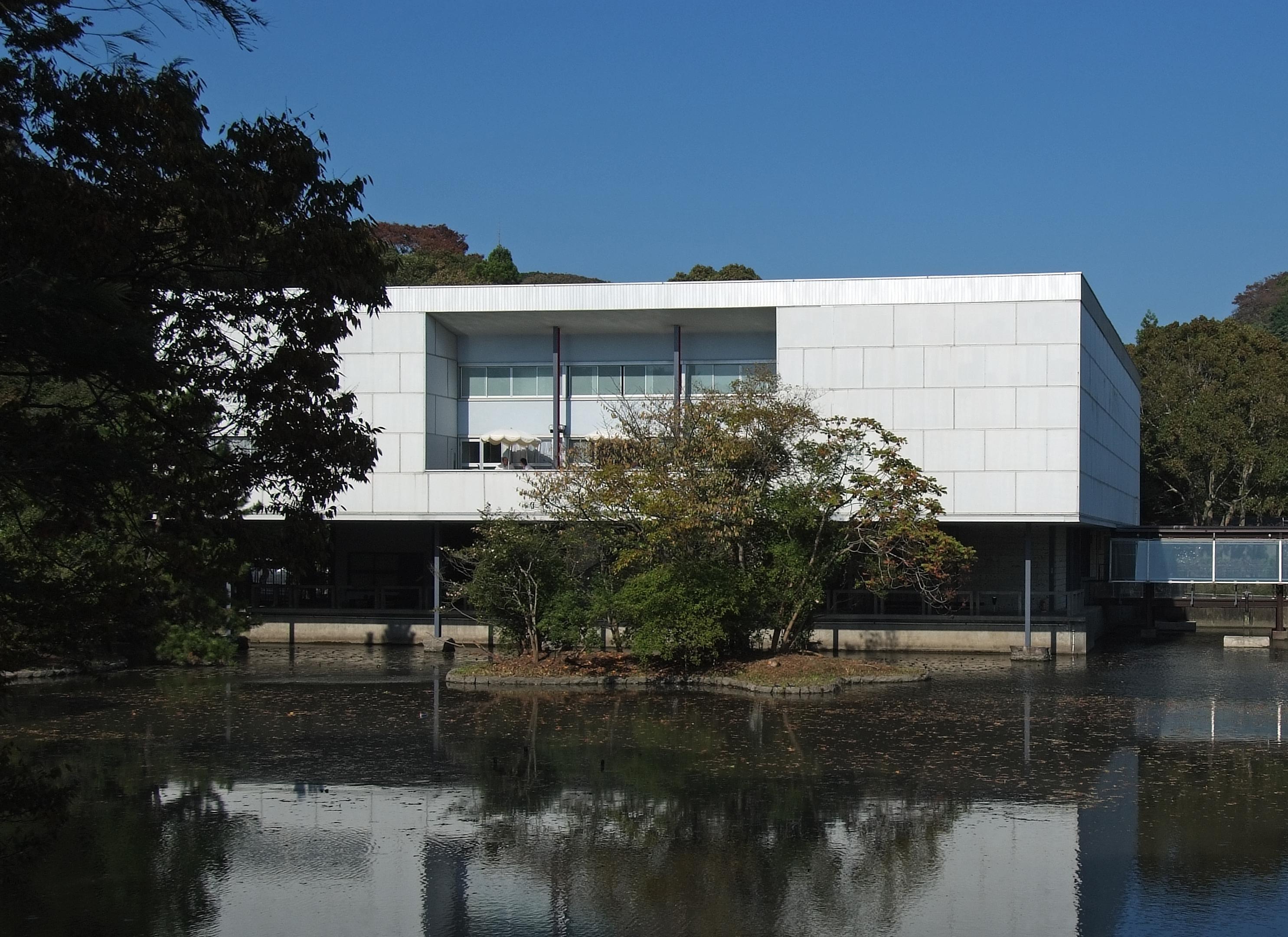 File the museum of modern art kamakura for Modern house description