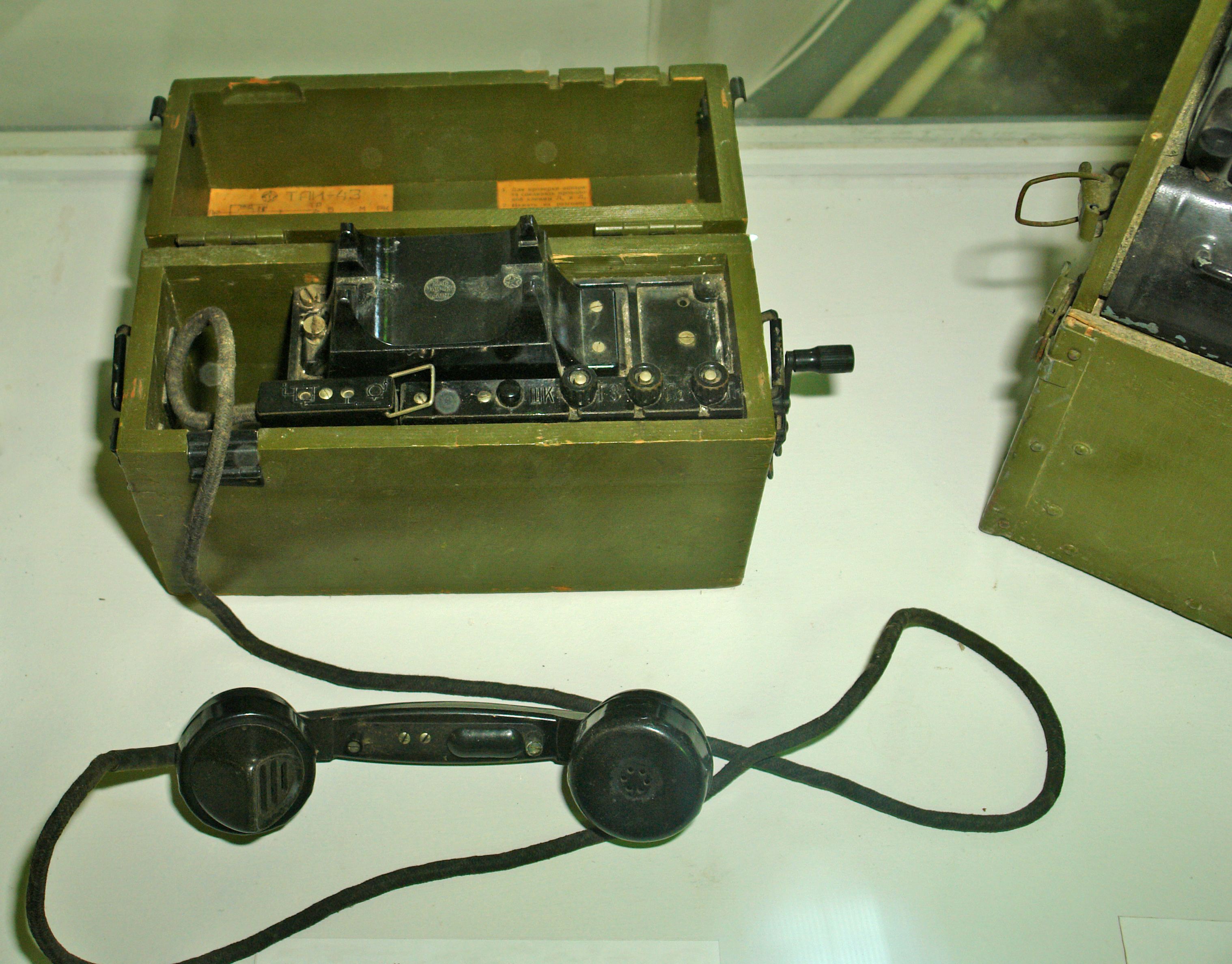 ussian-43fieldtelephone
