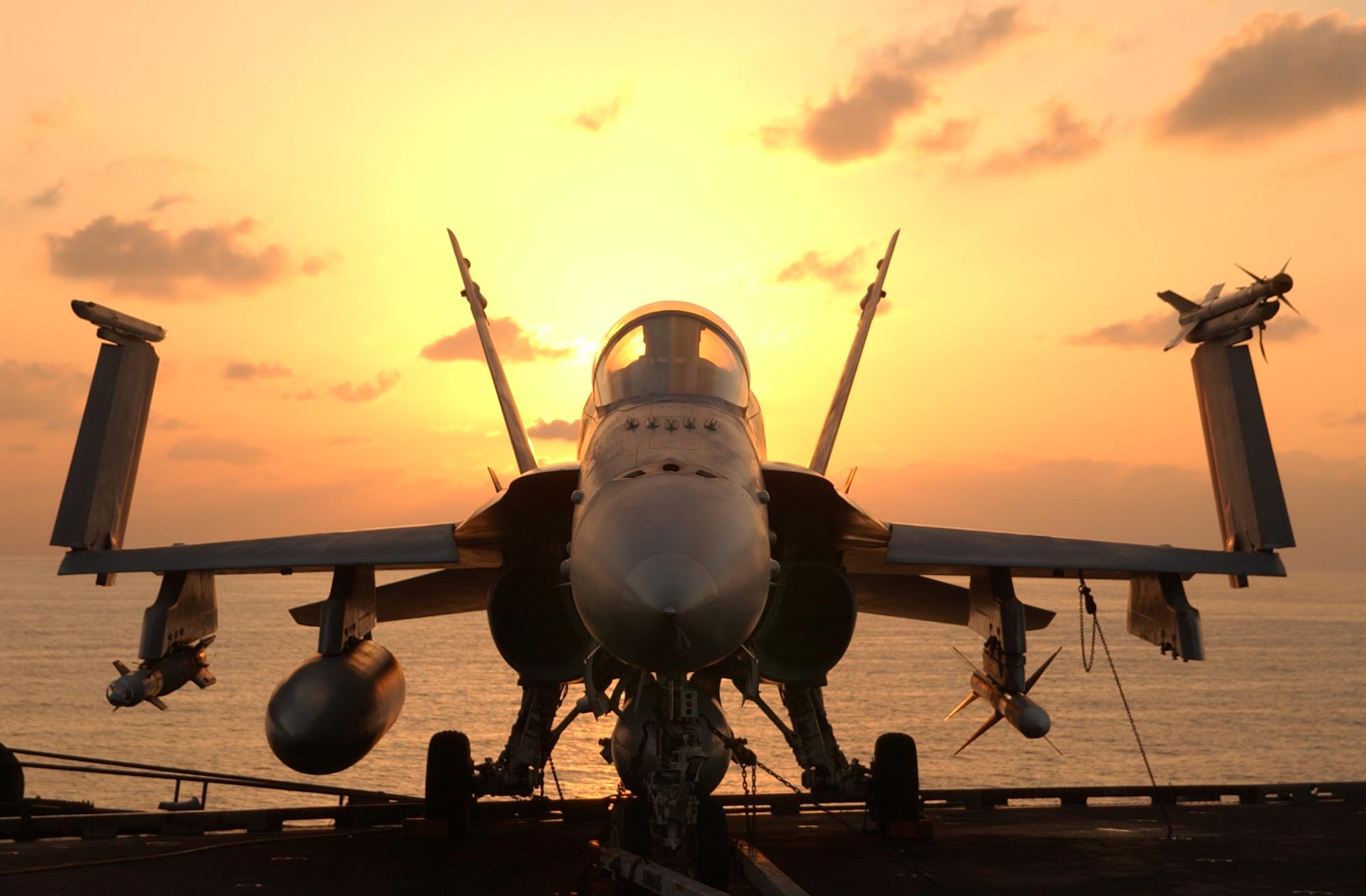 """EUA lançam ataques aéreos contra """"Estado Islâmico"""" na Líbia"""