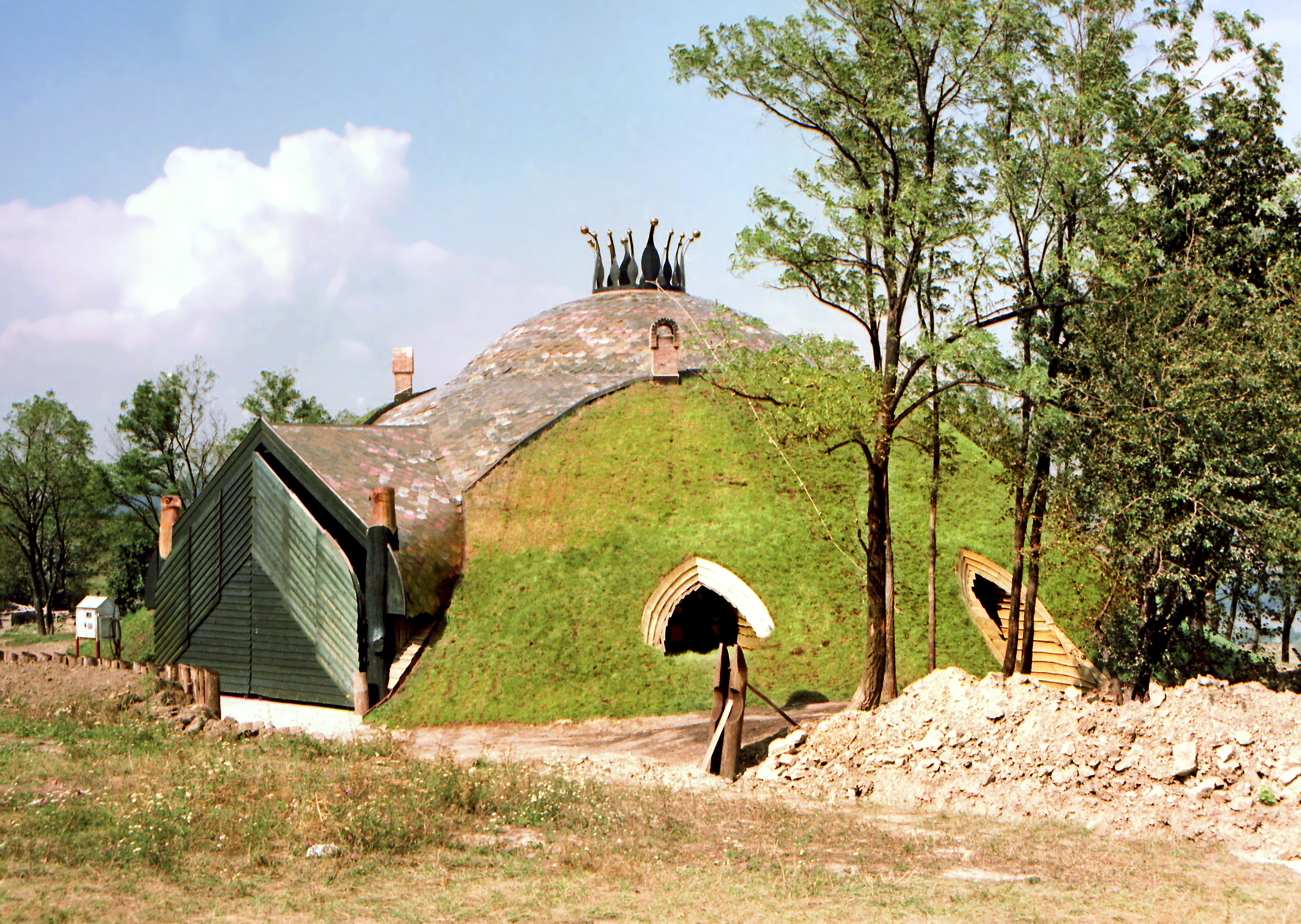 Pilisi Parkerdö (Visegrád, Ungarn): Grashaus. Architekt Imre Makovecz (1984)
