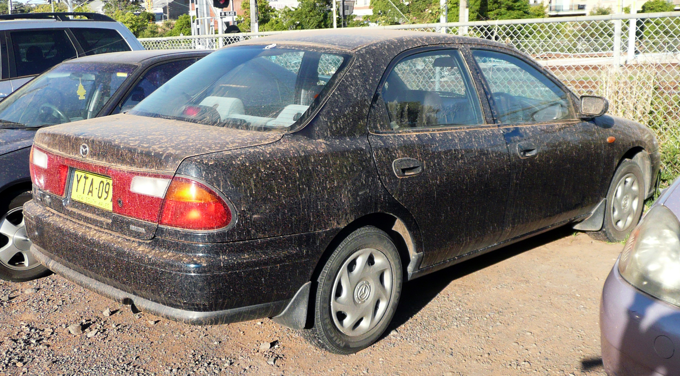 file:1998 mazda 323 (ba series 3) protegé 1.6 sedan (2009-09-25