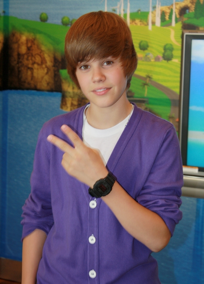 File:2009 Justin Bieber NYC 1.JPG - Wikimedia Commons