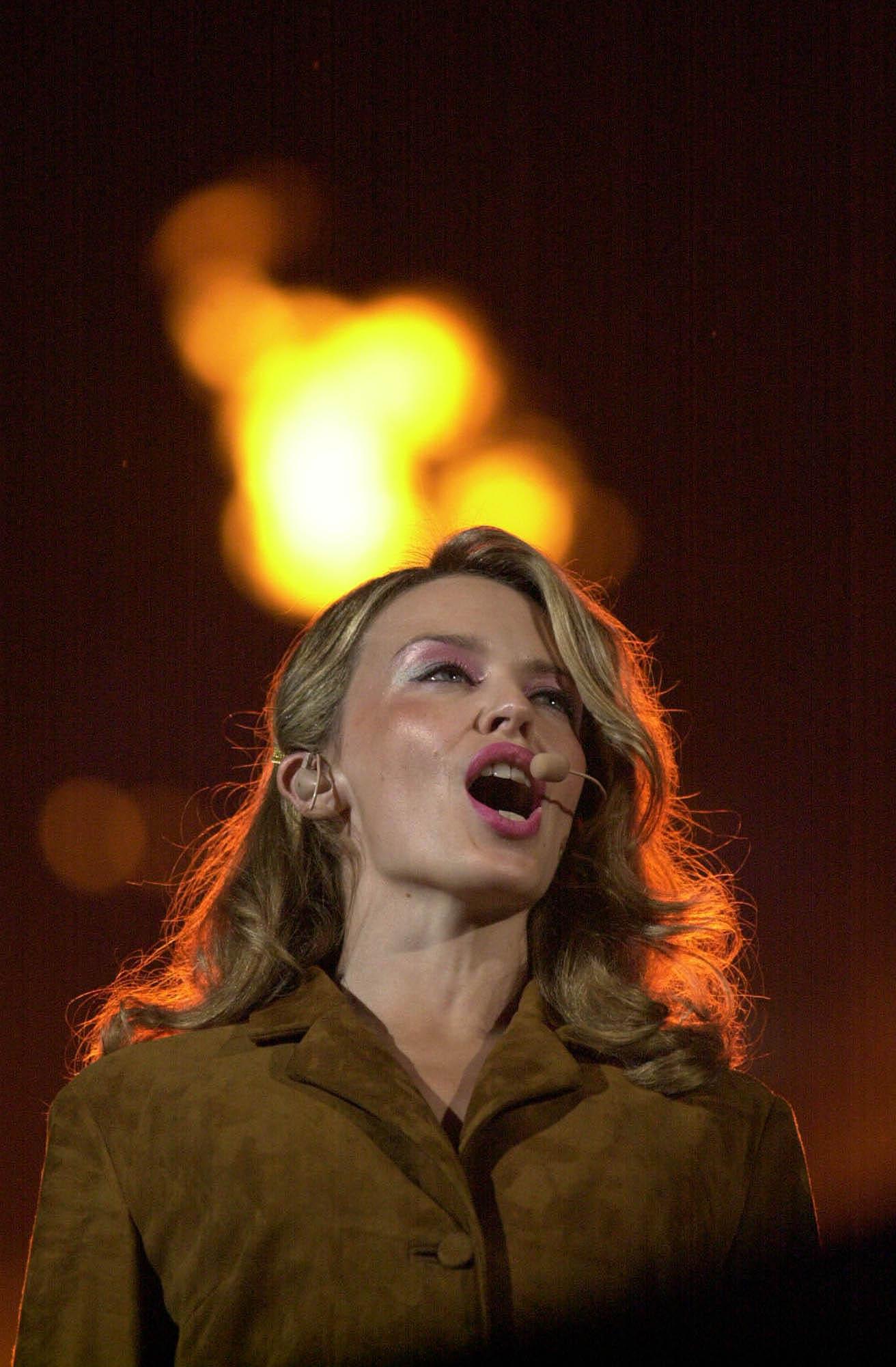 Kylie Minogue 2000 Kylie Minogue si esibisce alla