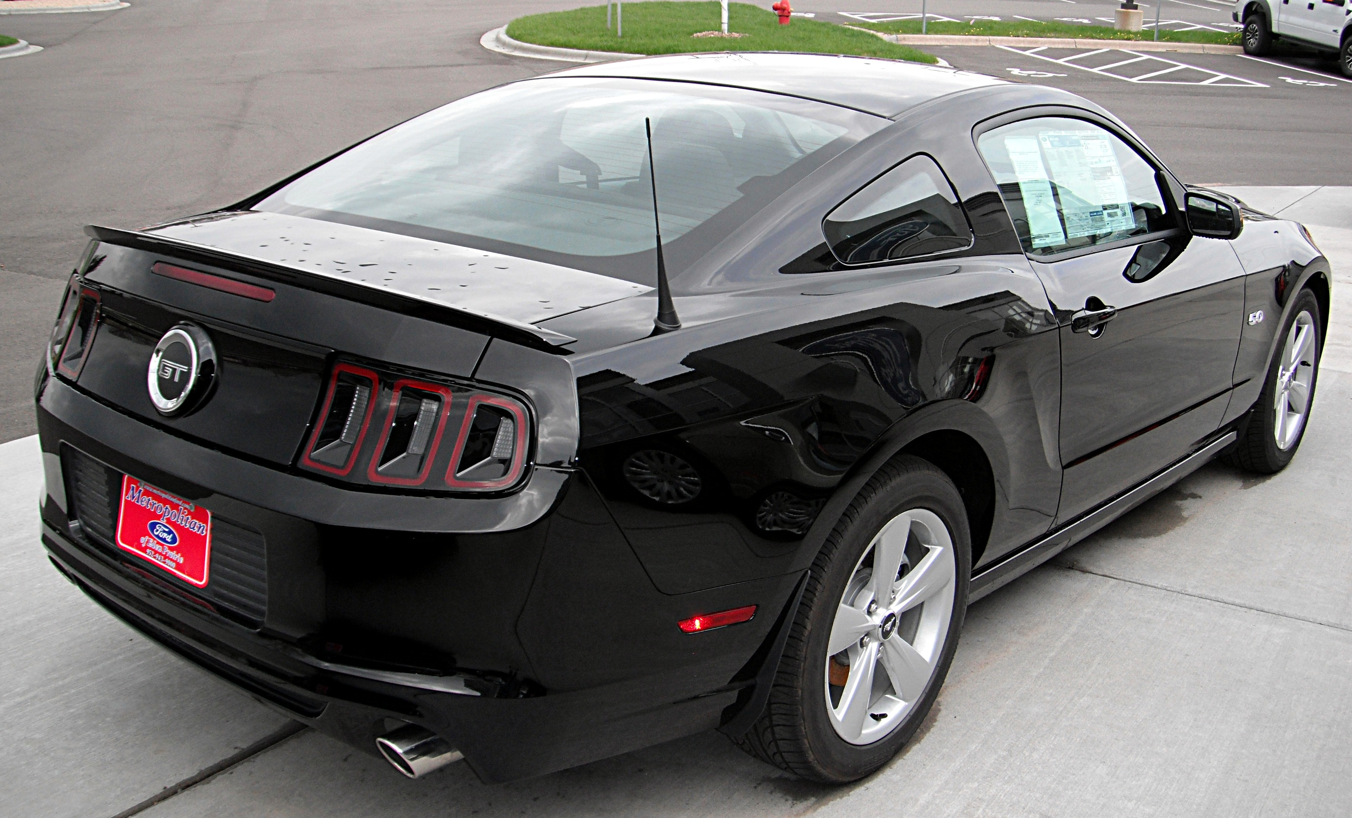 Description 2013 Ford Mustang GT (rear view).jpg