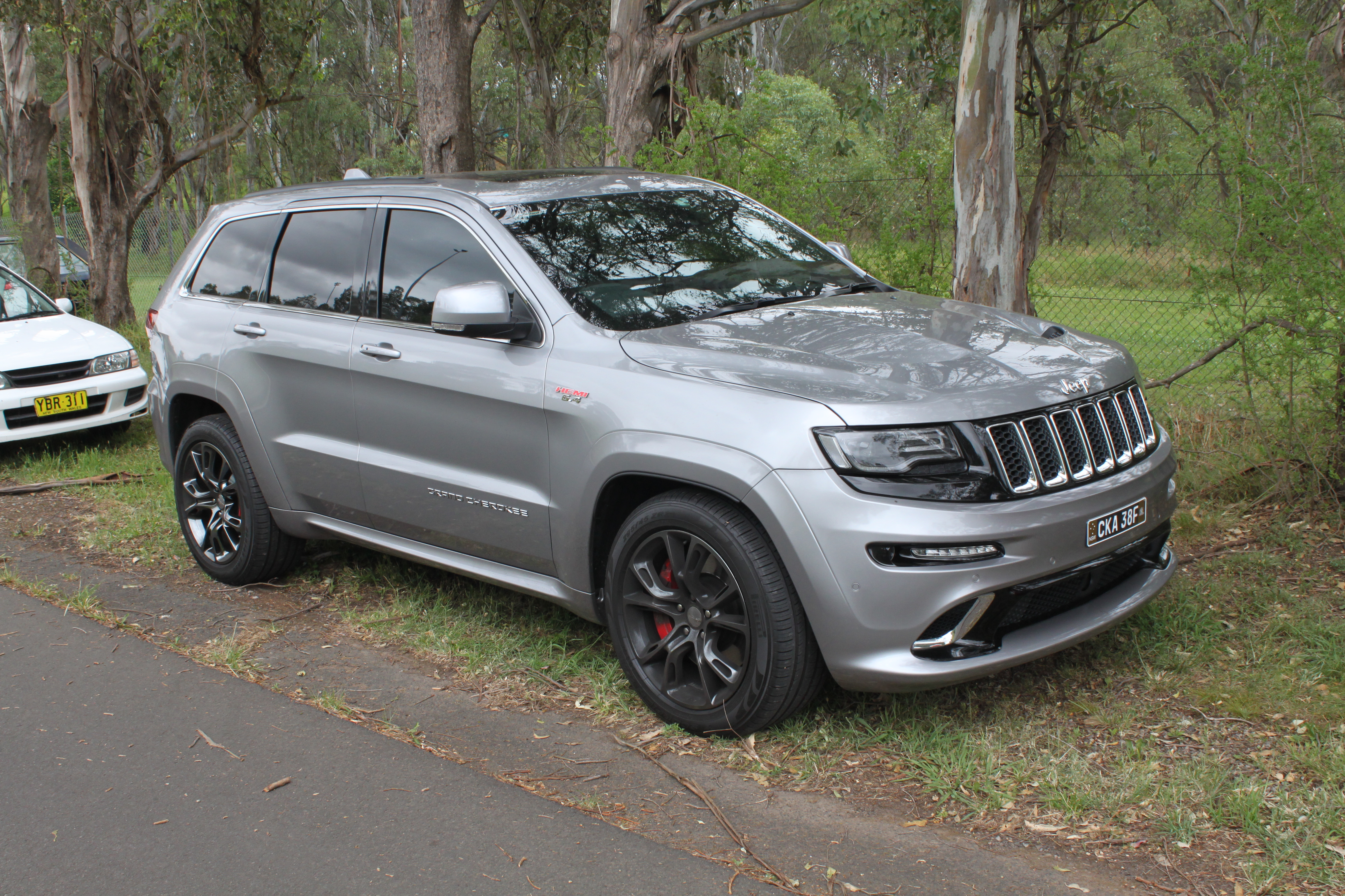 Lifted Jeep Srt8 >> File:2015 Jeep Grand Cherokee (WK2 MY15) SRT wagon (23490804895).jpg - Wikimedia Commons