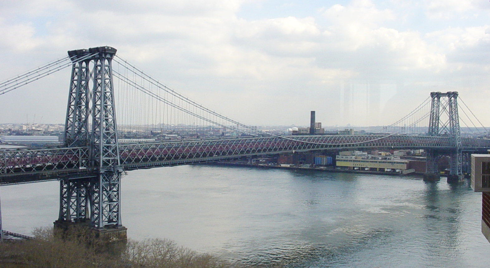 an overview of the suspension bridge between the east river from brooklyn to manhattan island Facts overview suspension bridge over east river between manhattan and brooklyn in new york location brooklyn, kings county, new york, and new york county, new york.