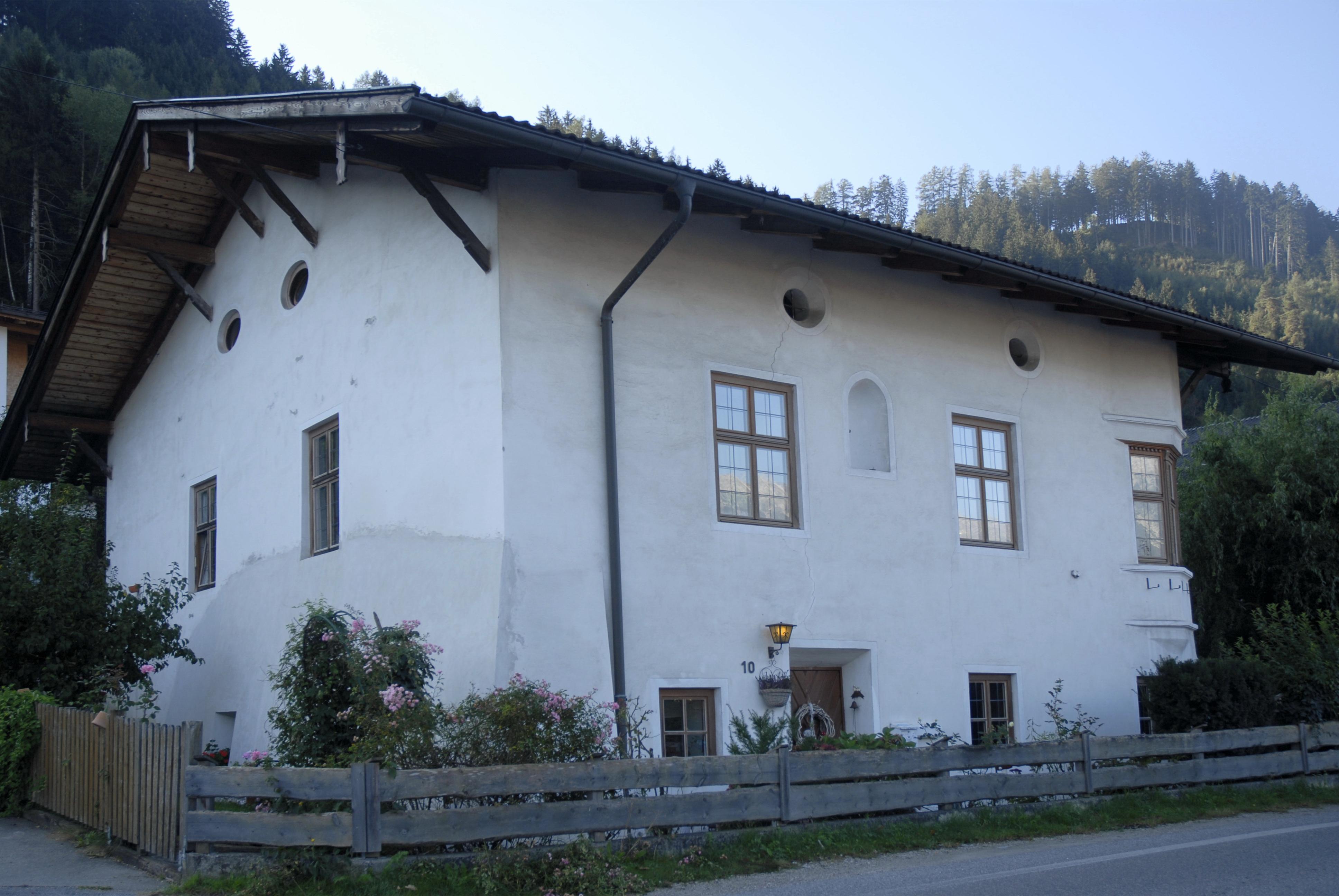 File:Ampass, Haus Häusern 10.JPG - Wikimedia Commons
