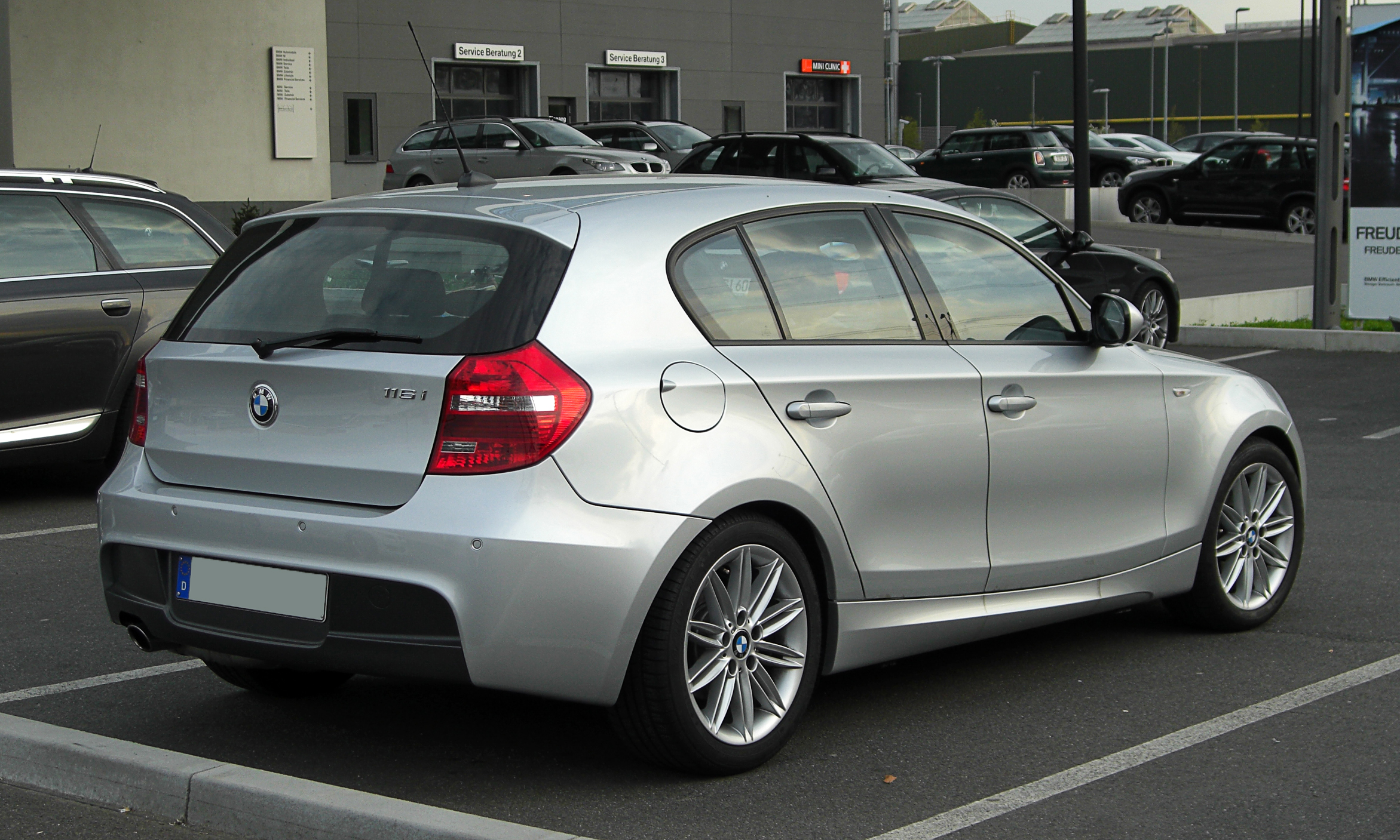 file bmw 116i m sportpaket e87 facelift heckansicht 16 april 2011 d. Black Bedroom Furniture Sets. Home Design Ideas