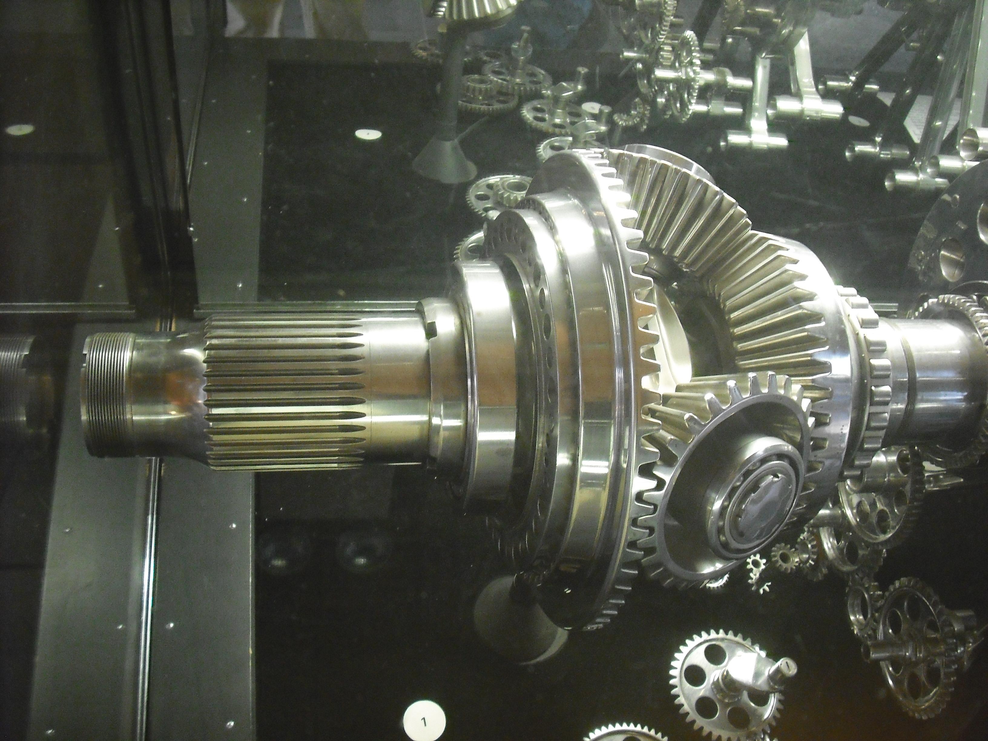 File:Bristol Centaurus, propeller reduction gears.jpg ...