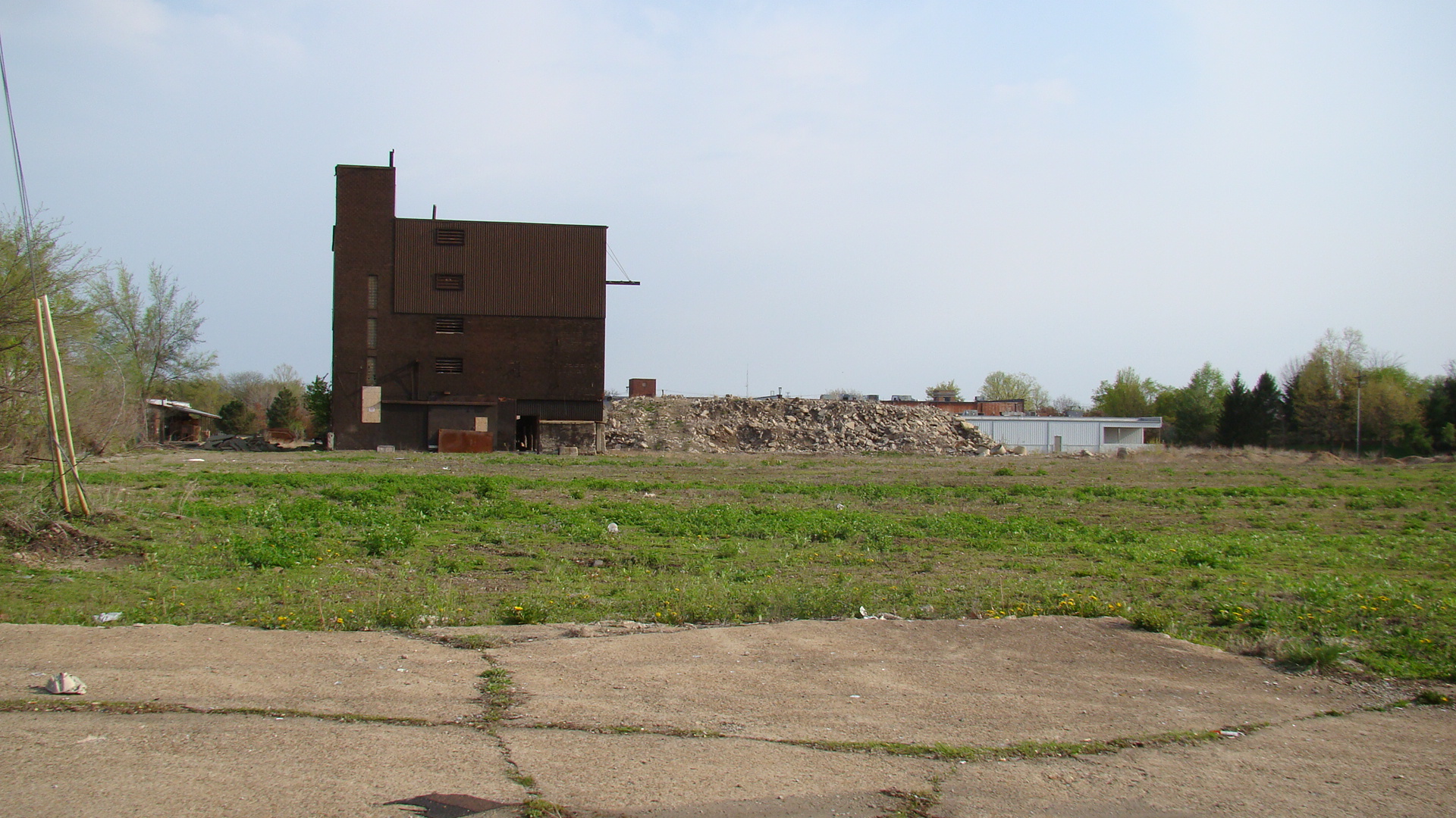 issues of the development of brownfield sites An indicator framework to measure effects of brownields redevelopment on public health lic health issues the issues include reduced development of abandoned sites, vacant lots, and vacant buildings.