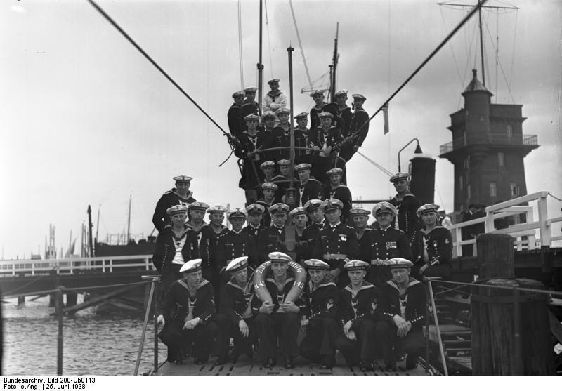 Bundesarchiv Bild 200-Ub0113, Kiel, Indienststellung U-45