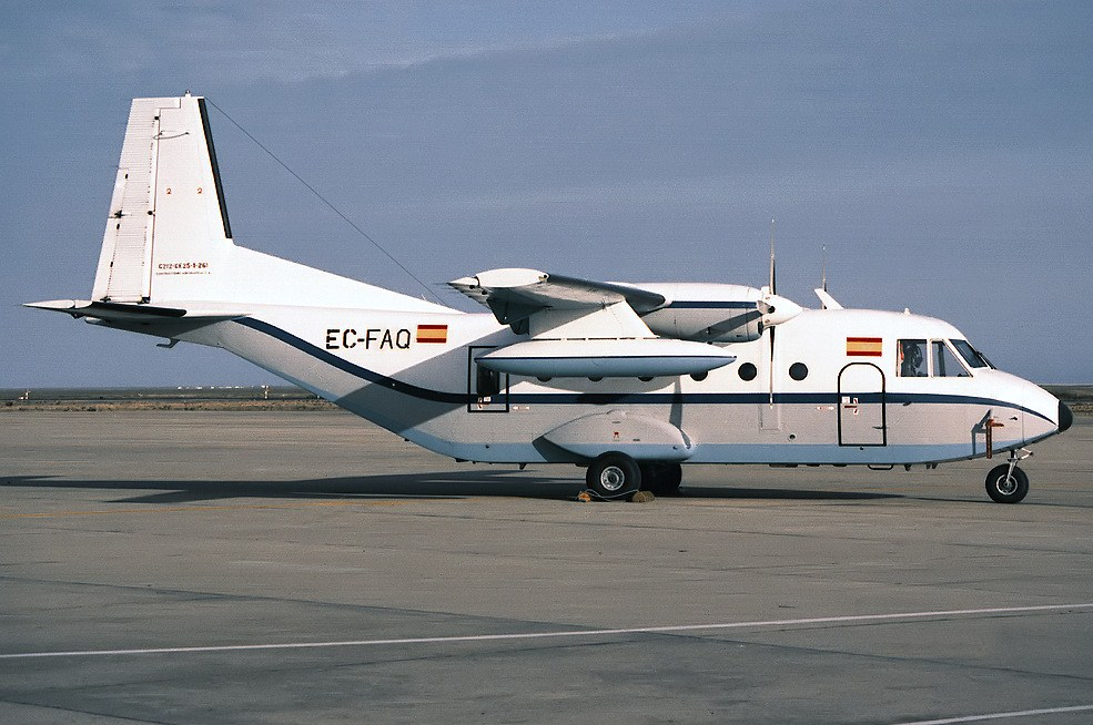 File Casa C 212 200 Aviocar Ec Faq Jpg Wikimedia Commons
