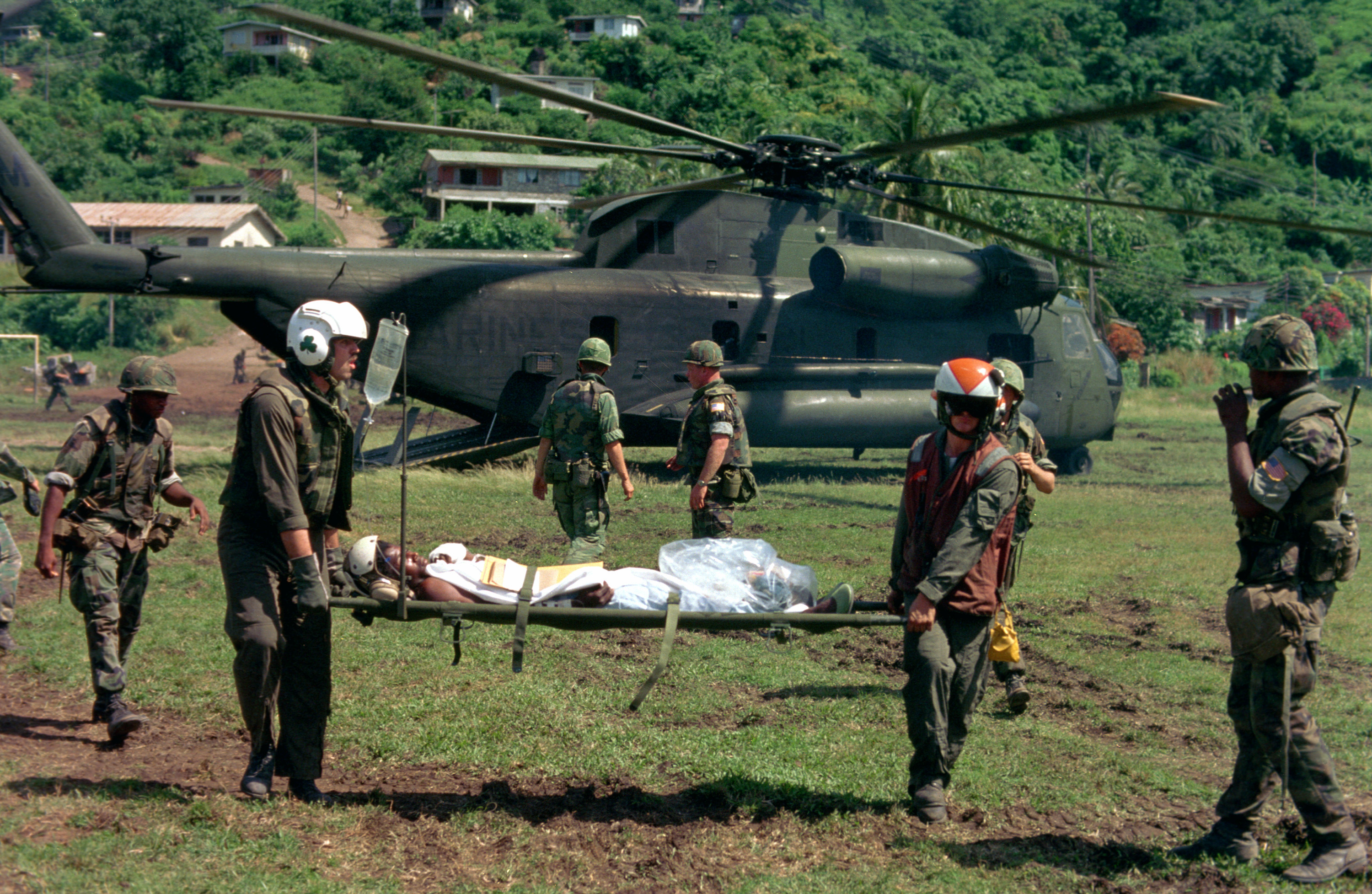 CH-53D_with_wounded_soldier_Grenada_1983