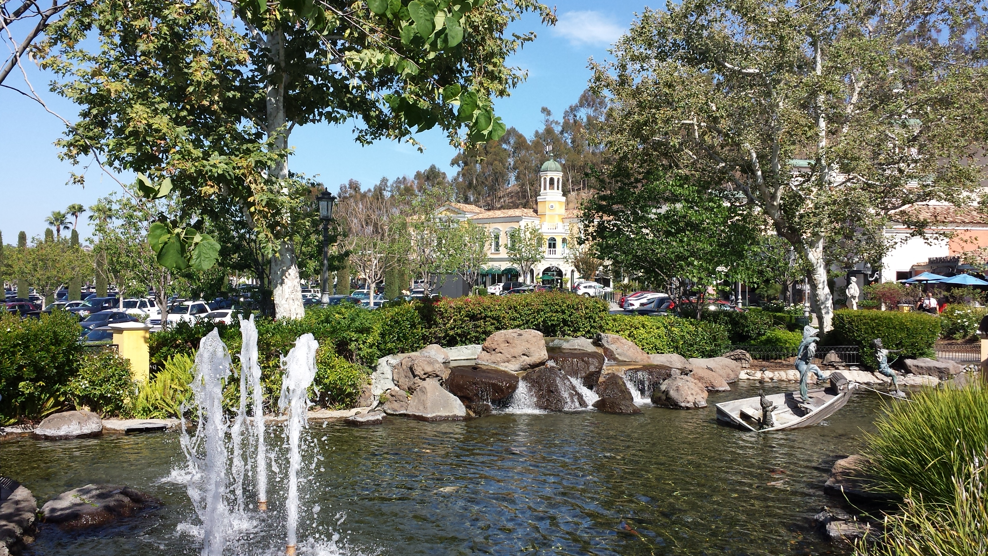 Where is/are the main center(s) for services in California located?