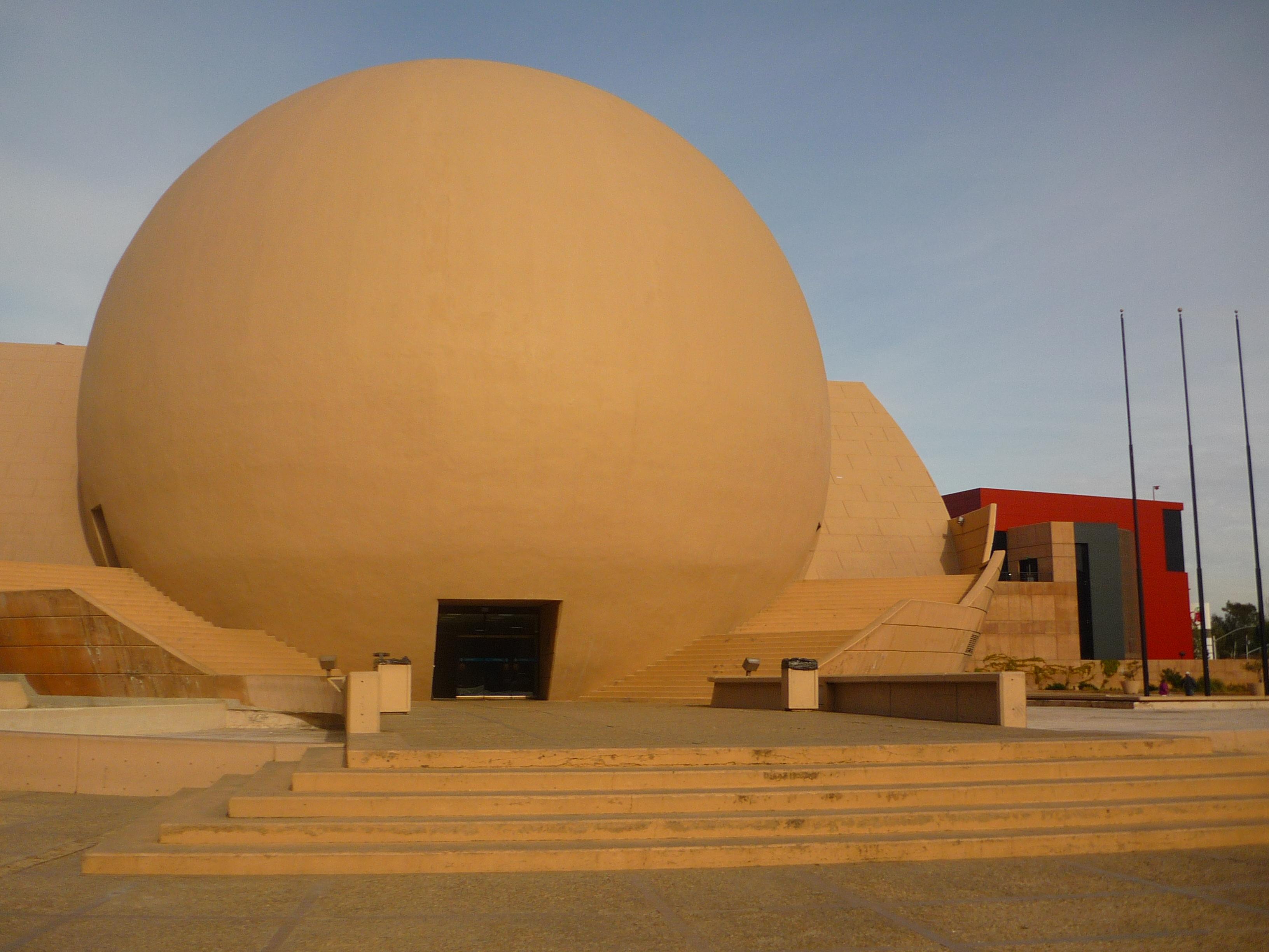 vista de la bola de tijuana desde afuera