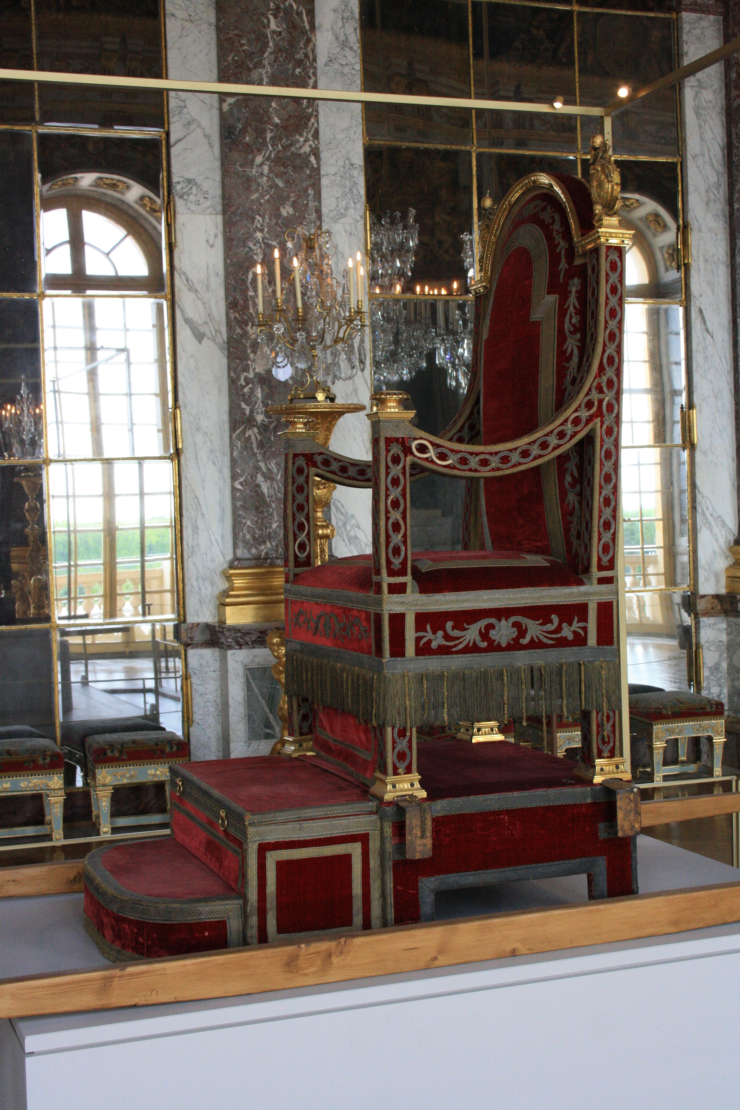 file chateau de versailles sedia gestatoria