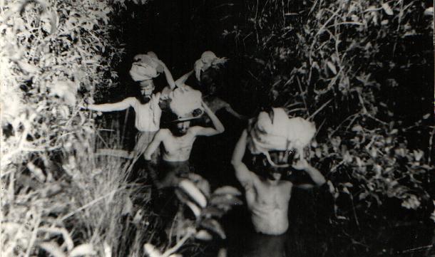 Ficheiro:Cláudio e Orlando em busca dos Kalapalo (década de 40).jpg
