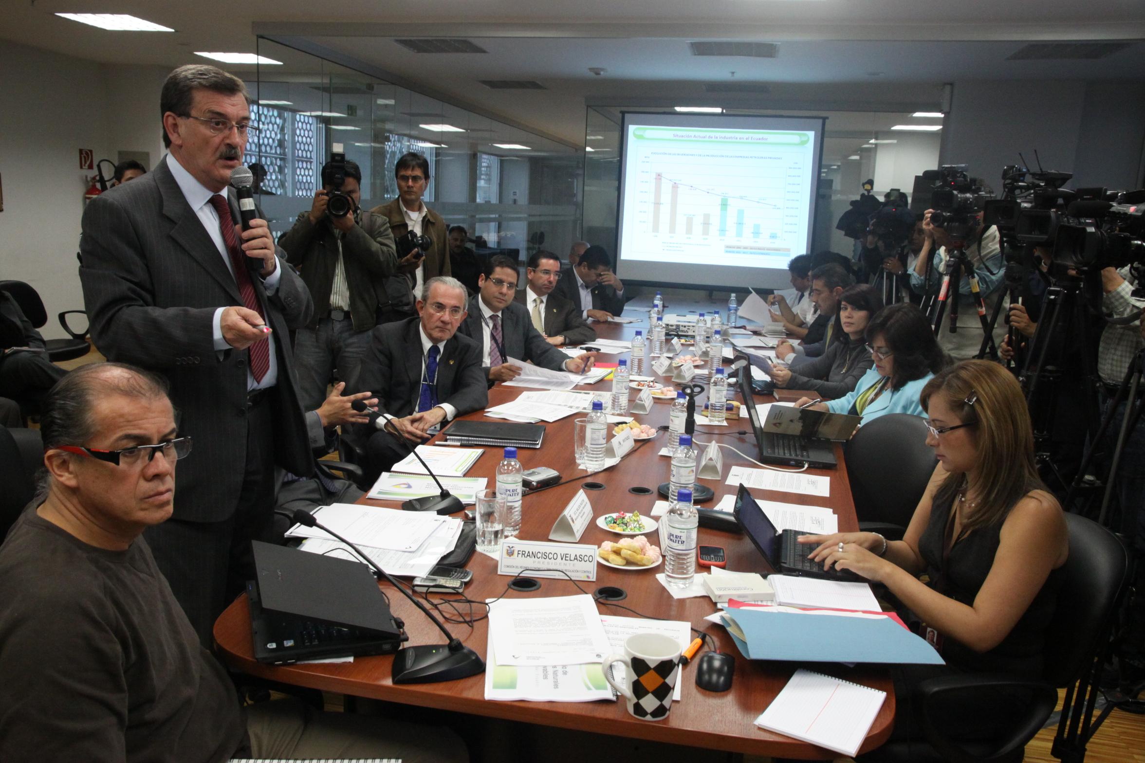 Comisión de Régimen Económico recibe a Ministro de Recursos no Renovables, Wilsón Pastor (4765740048).jpg Español: 5 de Julio de 2010 Date 5 July