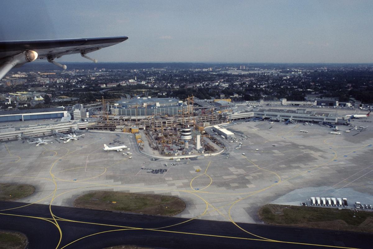 Düsseldorf Airport - Wikipedia on