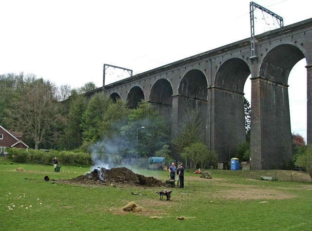 File:Digswell Viaduct, Hertfordshire - geograph.org.uk - 166578.jpg