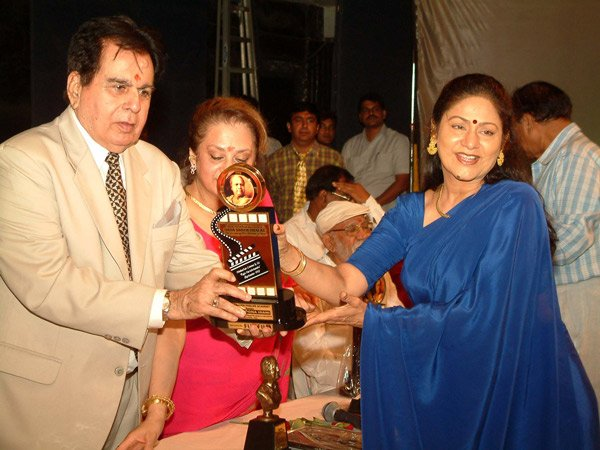 Dilip Kumar Saira Banu Aruna Irani still8