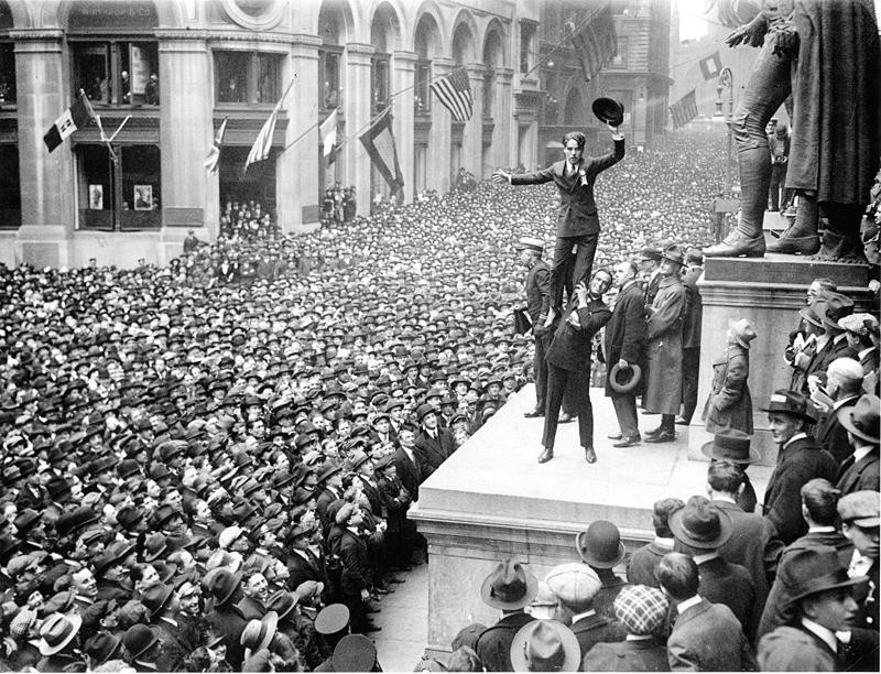 Fairbanks and Chaplin, Wall Street Rally, New York Times, 1918.JPG