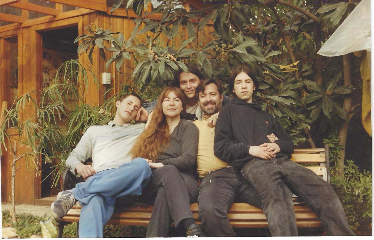 Familia regarding file:familia alejandro guillier - wikimedia commons
