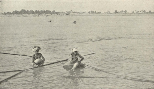 Ficheiro:Fishermen on the Indus.jpeg